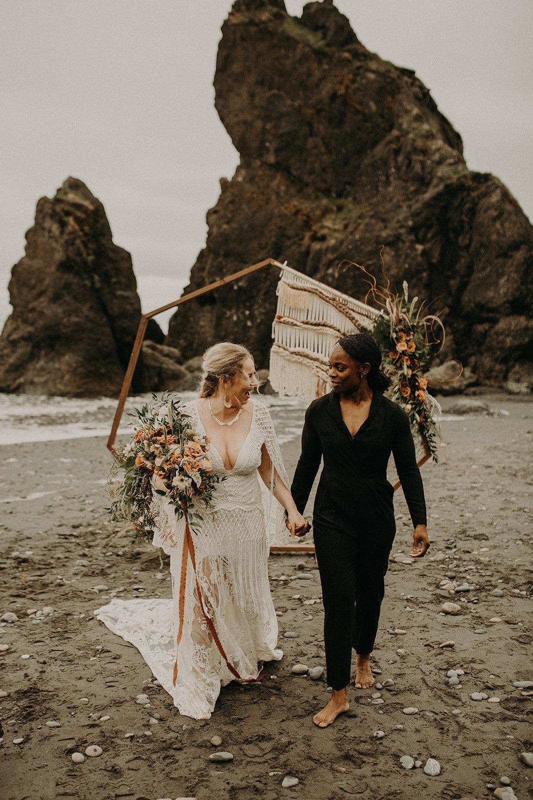 Ruby_Beach_Styled_Elopement_-_Run_Away_with_Me_Elopement_Collective_-_Kamra_Fuller_Photography_-_Ceremony-72