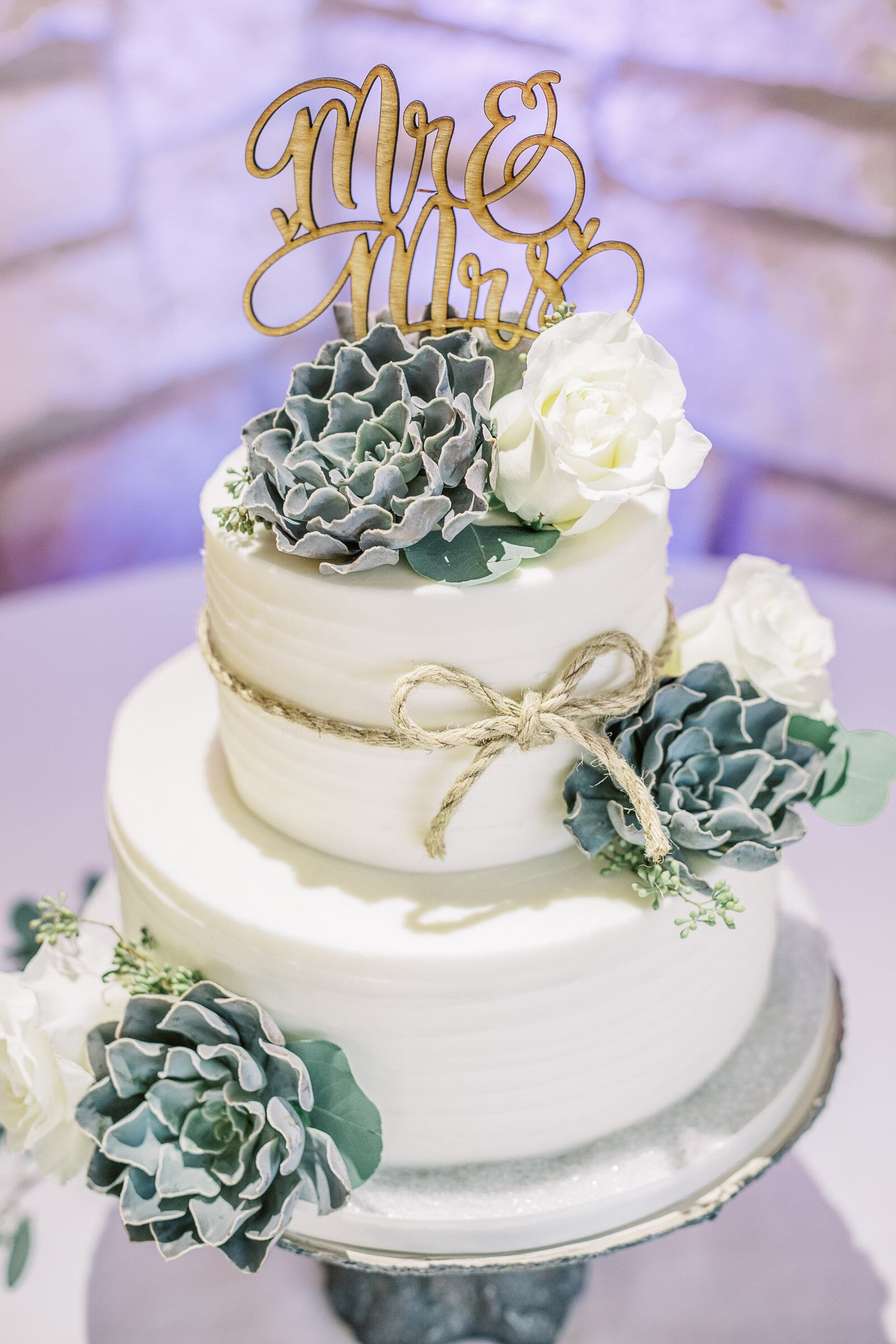 wedding-cake-with-succulents
