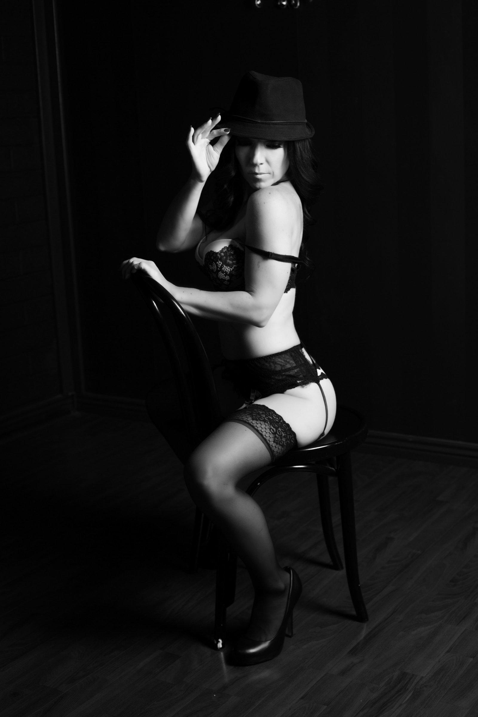 flirty black and white photos, az boudoir studio