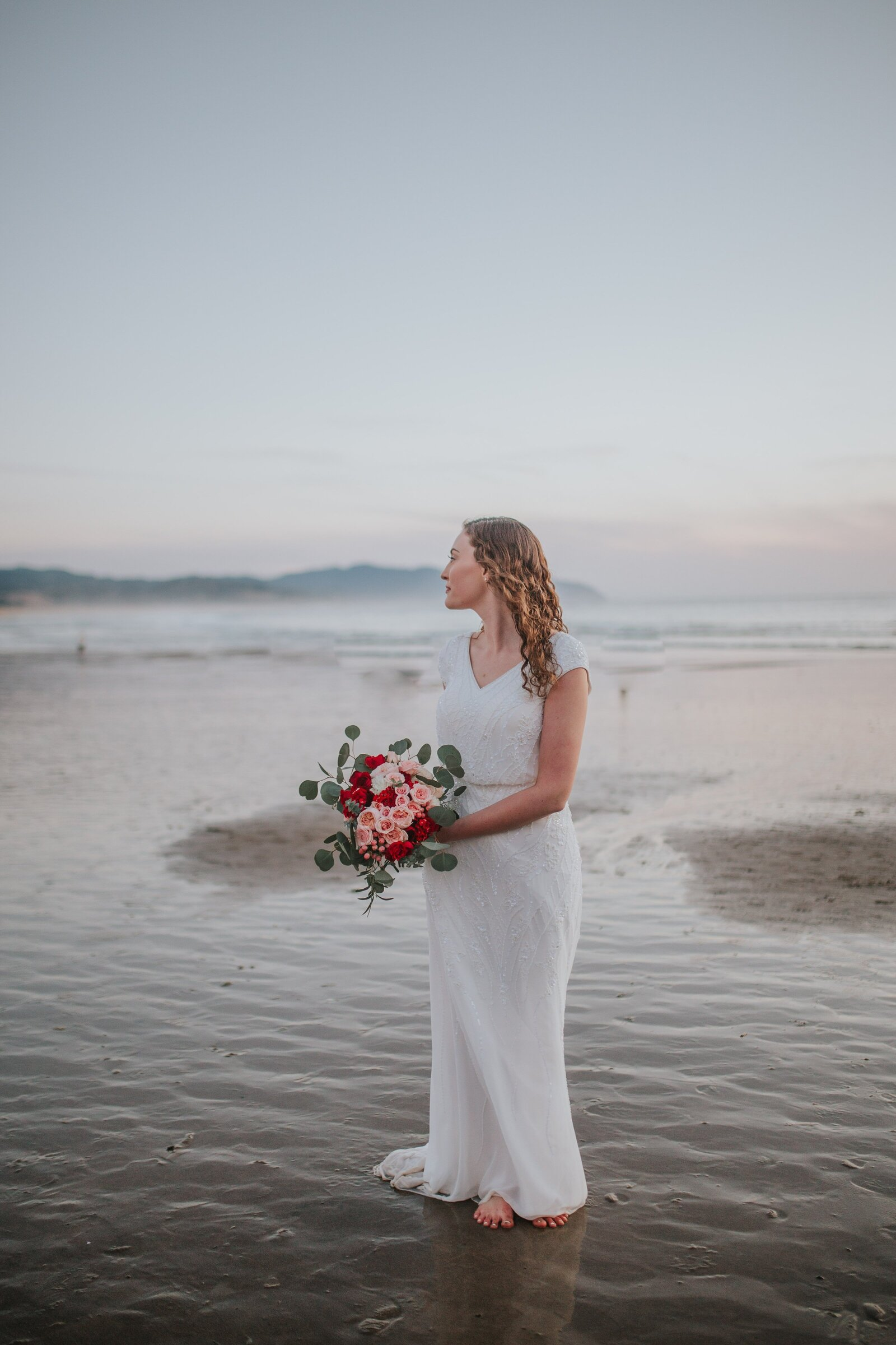 bride with flower bouquet on lake in Chattanooga Tennessee