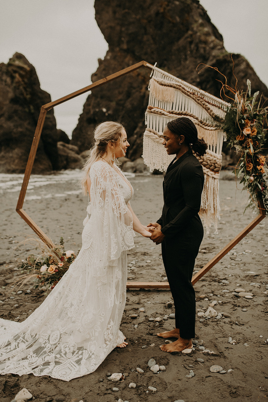 Ruby_Beach_Styled_Elopement_-_Run_Away_with_Me_Elopement_Collective_-_Kamra_Fuller_Photography_-_Ceremony-11