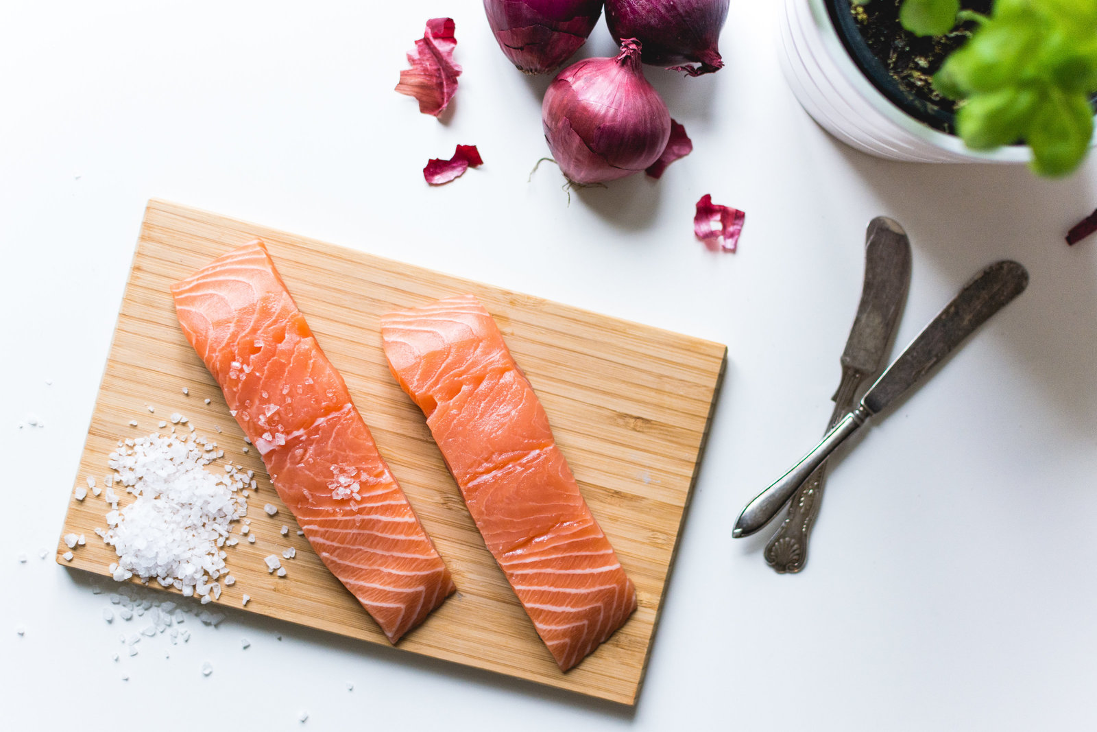 foodiesfeed.com_salmon-fillets