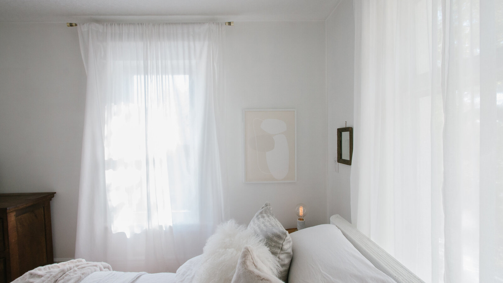 shop-sources-white-cozy-room-
