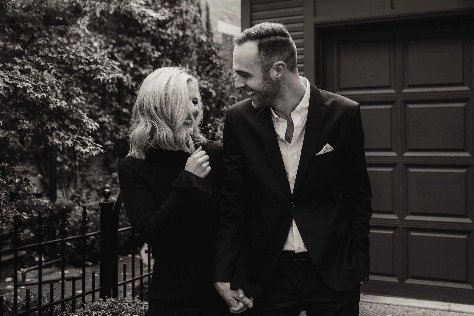 maggie-andrew-columbus-ohio-statehouse-engagement-photography-fall-german-village