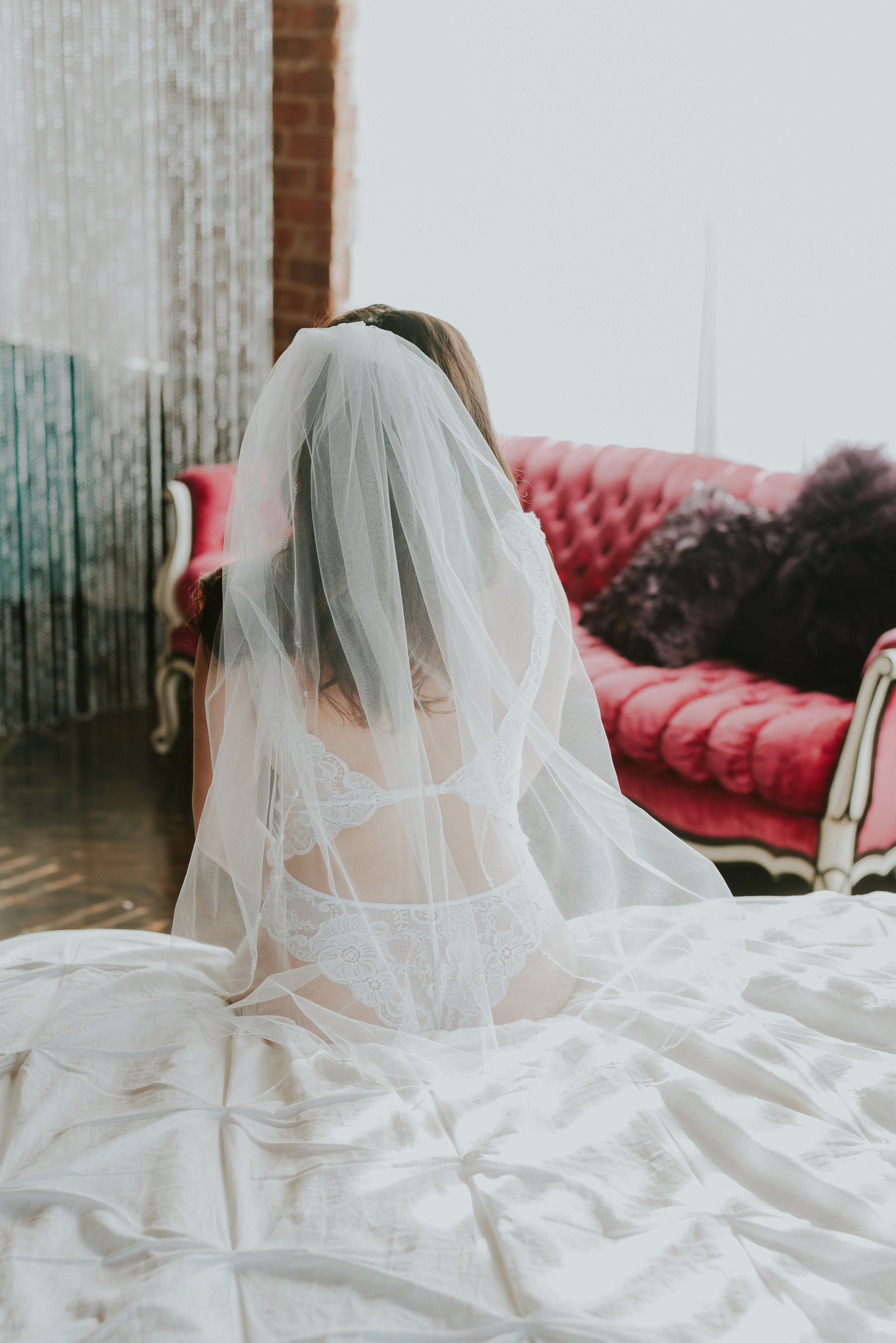 veil boudoir shot by backless boudoir