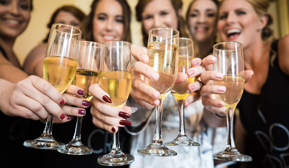 bride-tribe-champagne-toast