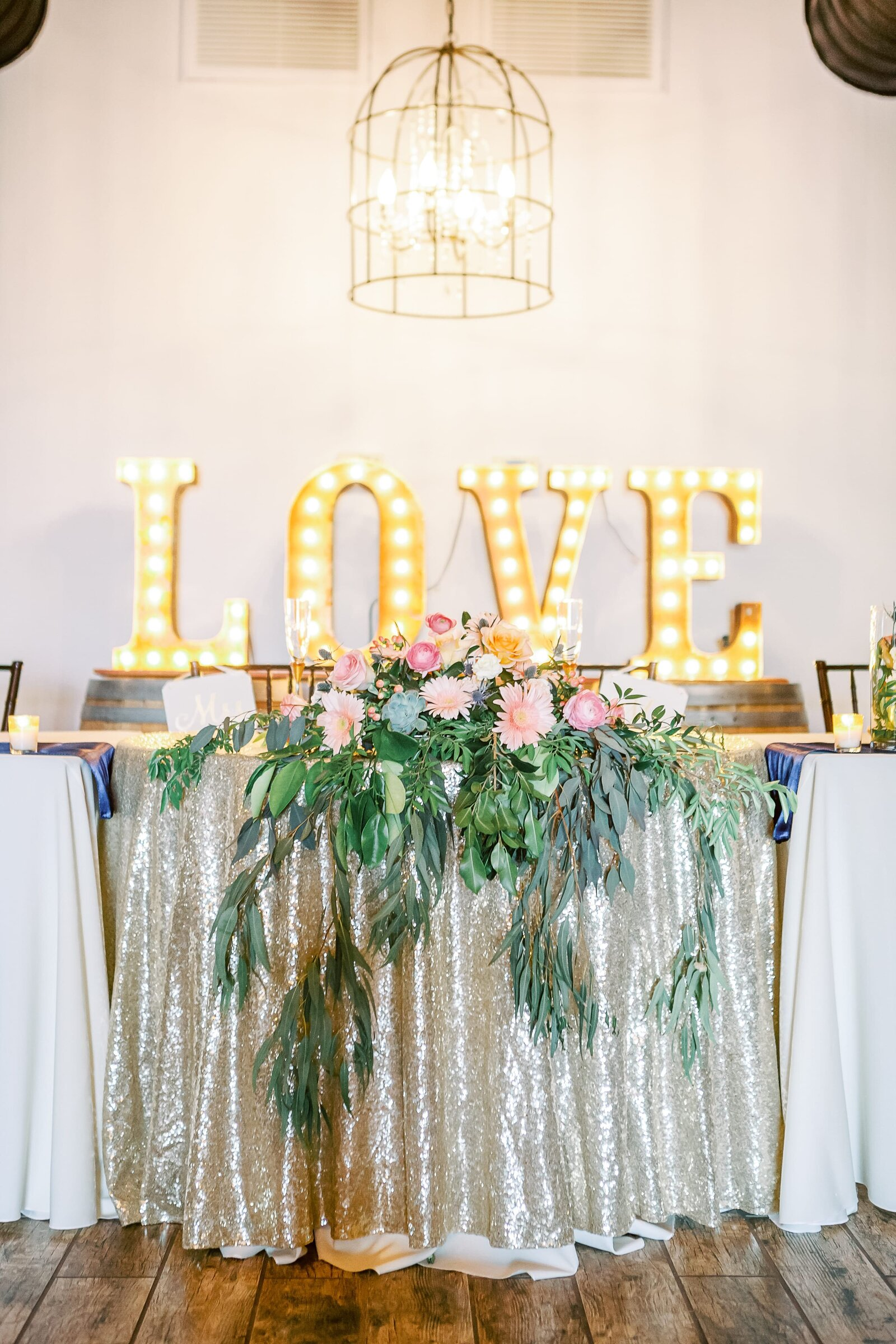 sweetheart-table-with-LOVE-sign