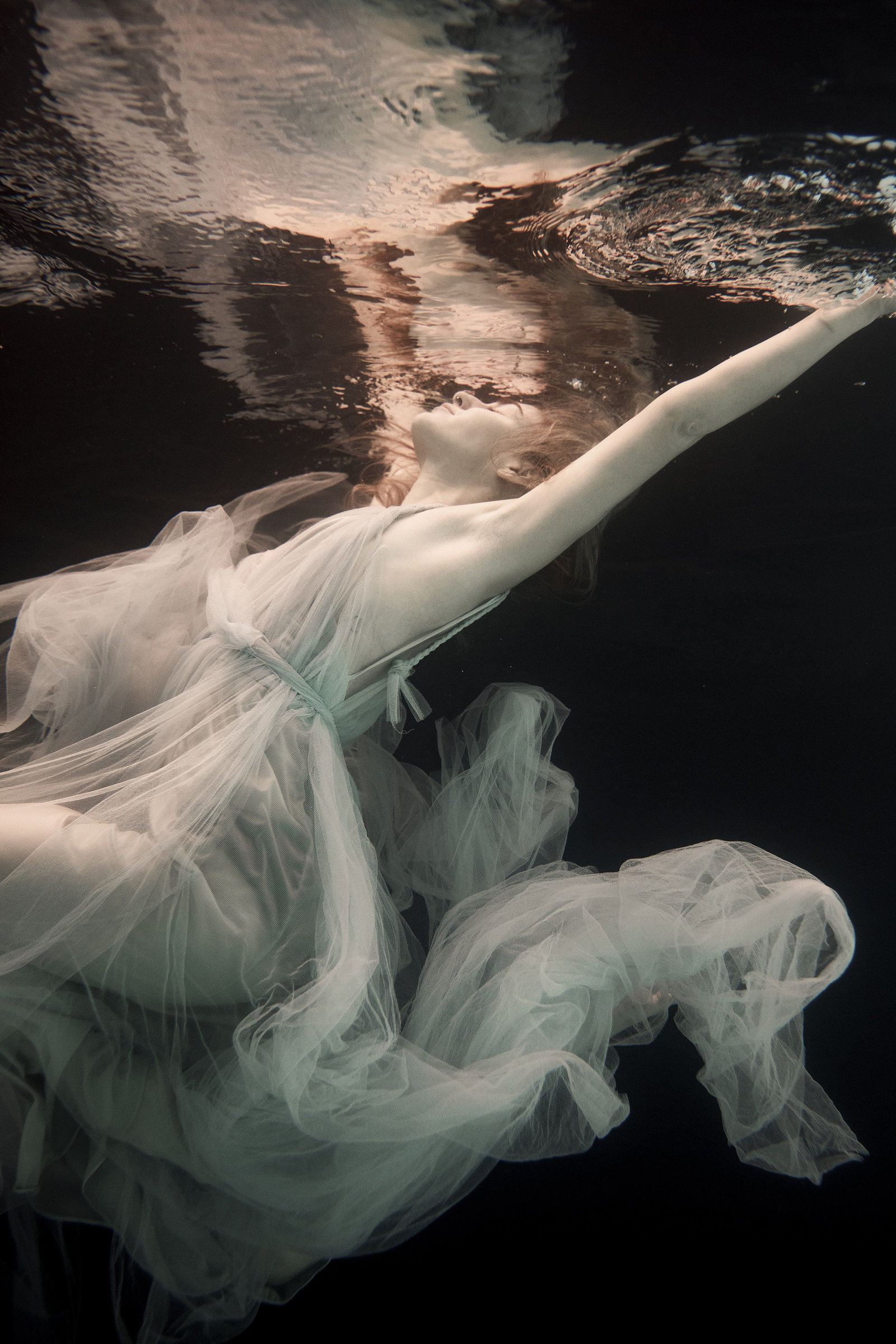 Grecian-tulle-wedding-dress-underwater-JoanneFlemingDesign-RekhaGartonPhoto (6)