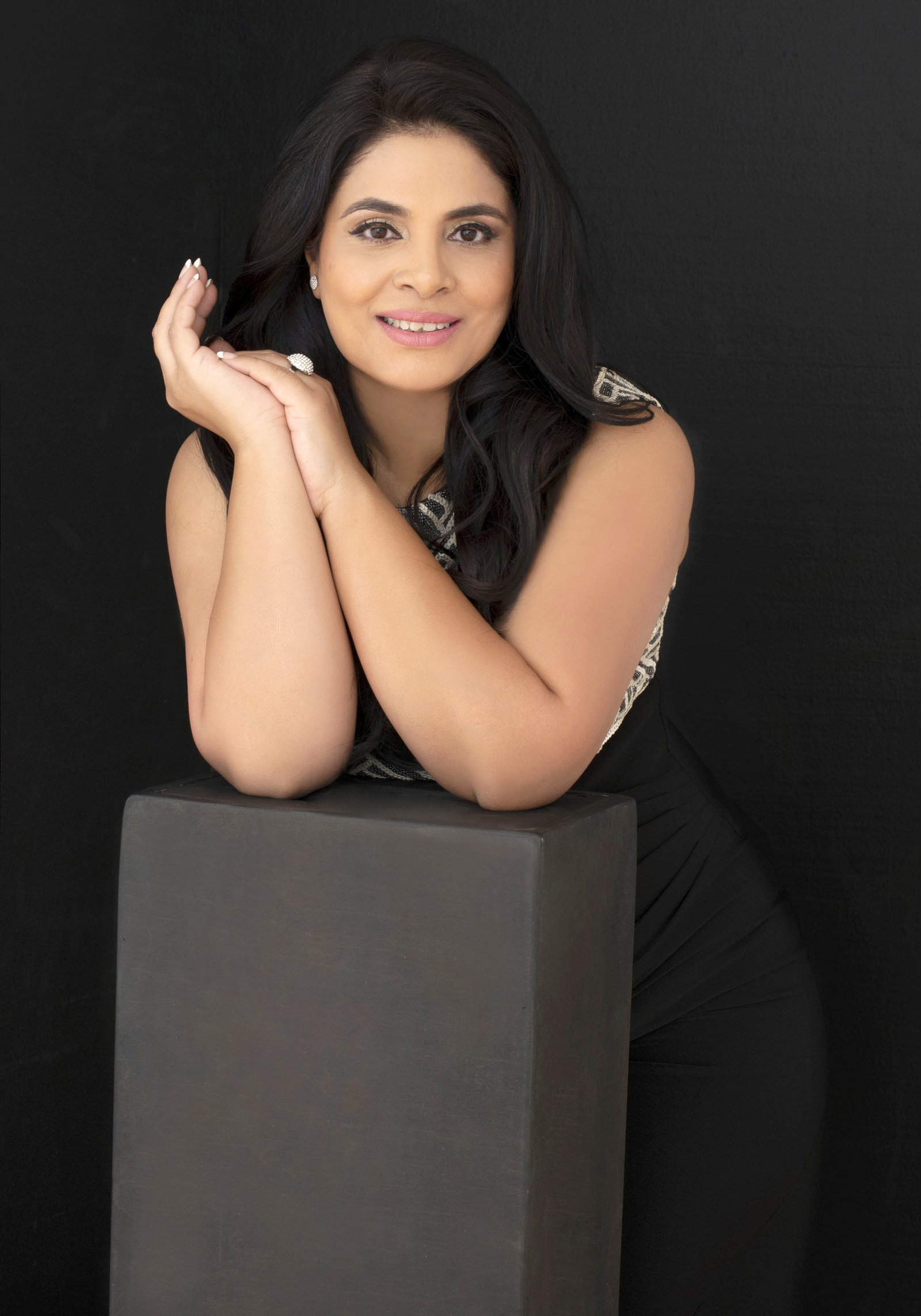Oakville Photographer 40 over 40  project woman  Beauty portrait Studio- Toronto - Milton -Brampton- Mississauga - Burlington- Vaughan- Richmond hill -Hamilton-George town_Zoom Into Life  Studio asian makeover Photography