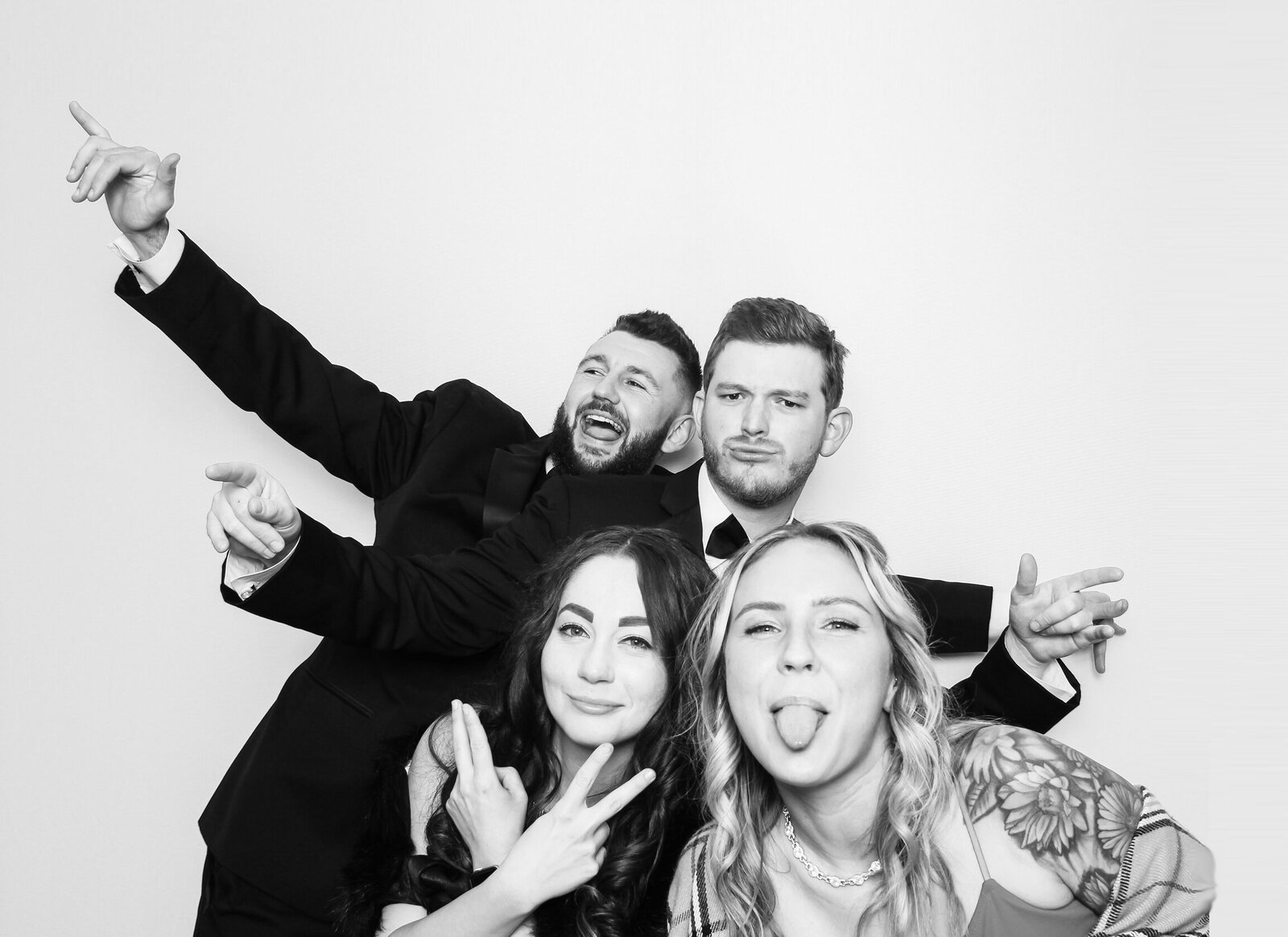Black-and-white-photo-booth-tampa-2B