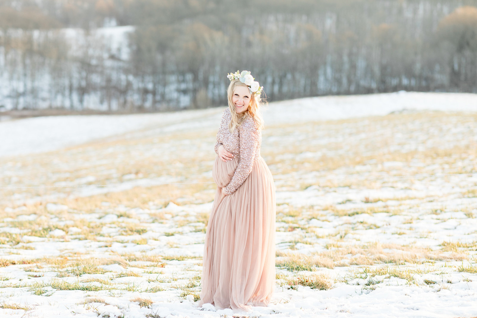 jess-dereck-snowy-winter-maternity-photo-session-010