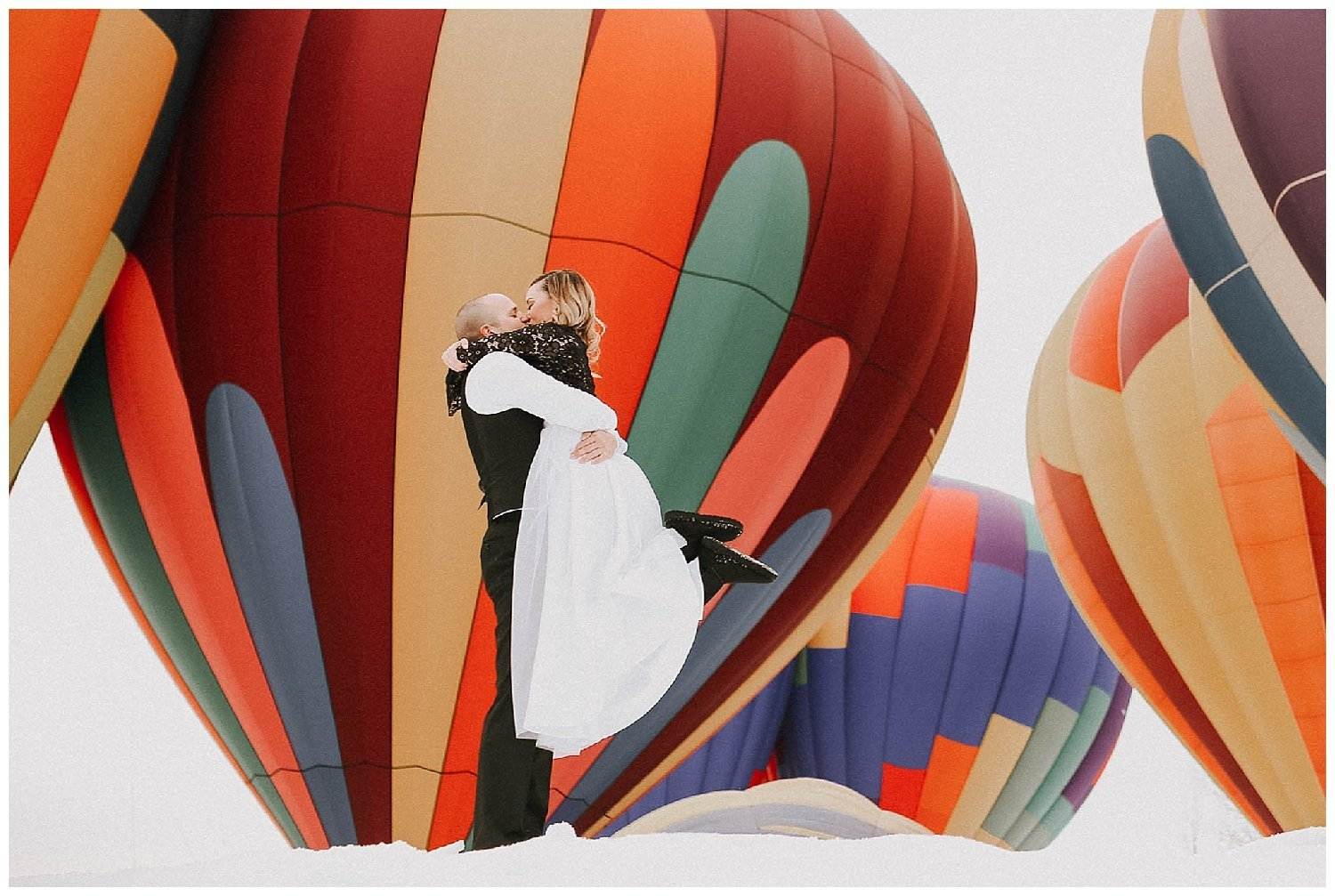 hot-air-balloon-engagement-photos-luma-weddings_0003