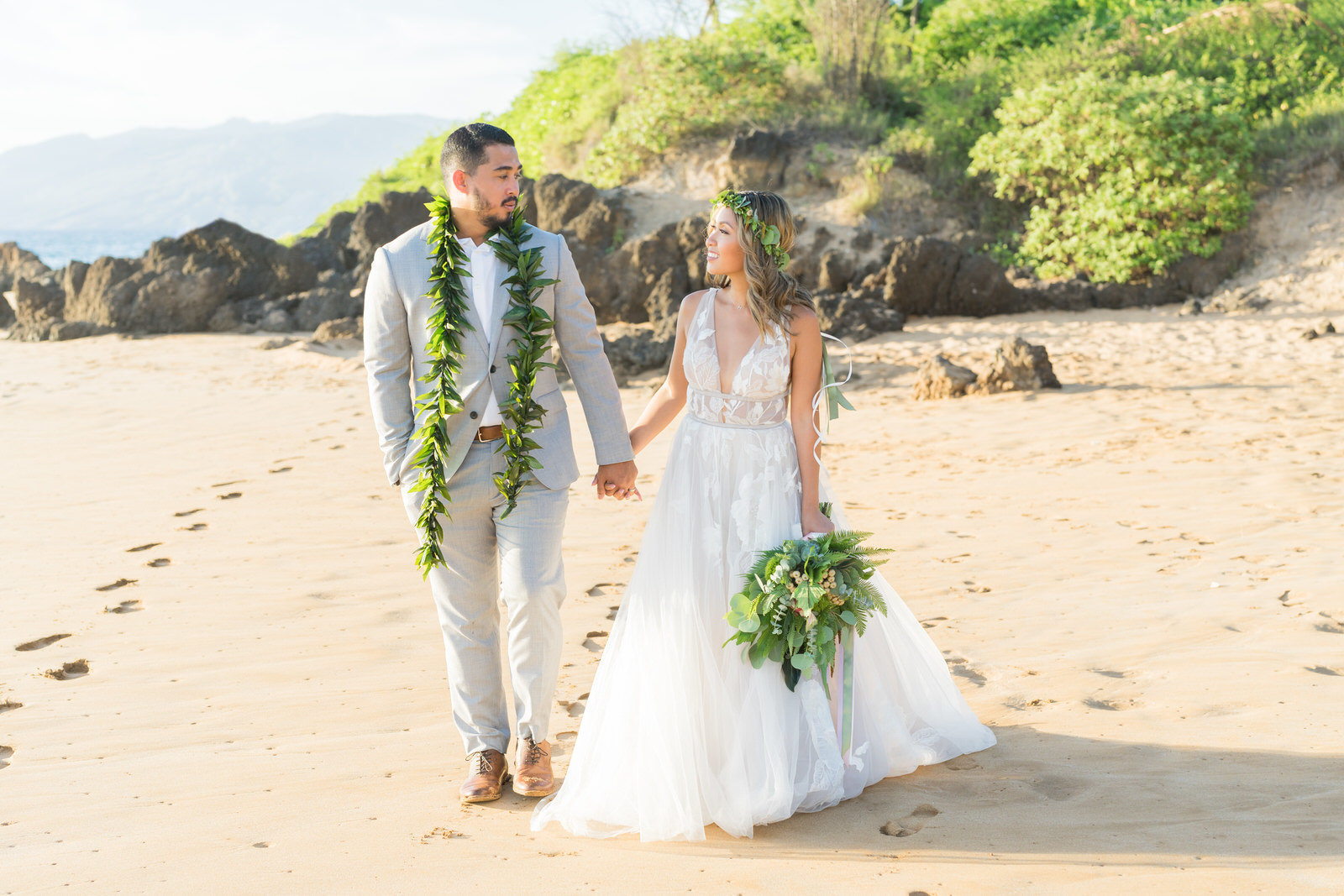 Hawaii wedding photography  in Maui and Oahu