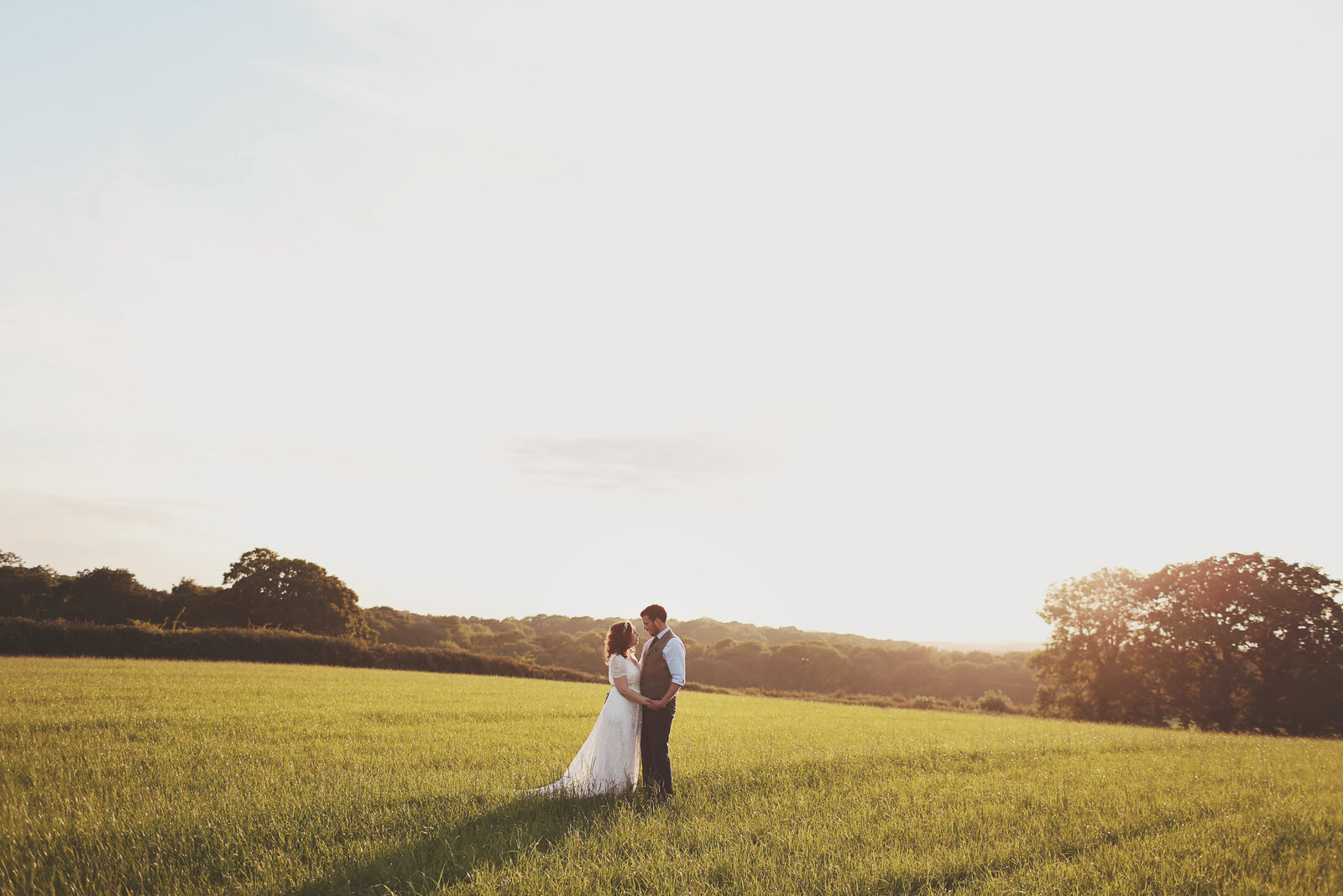 WP-BRIDE-GROOM-GOLDEN-HOUR-FIELD-WEDDING_0015