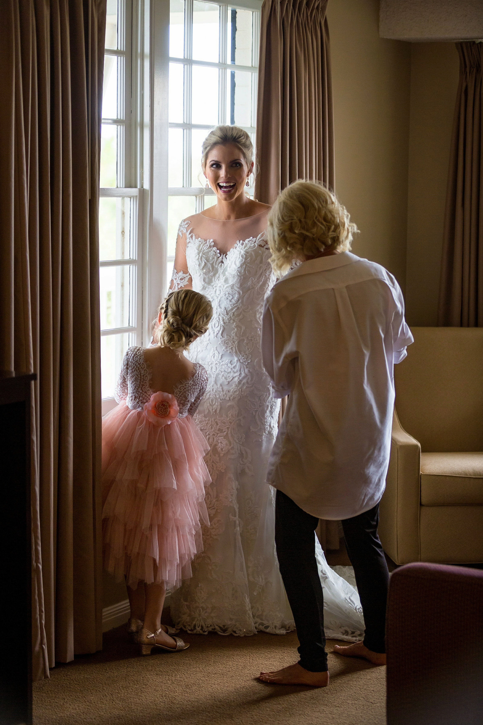bride getting ready with mom and flowergirl at pecan plantation wedding venue