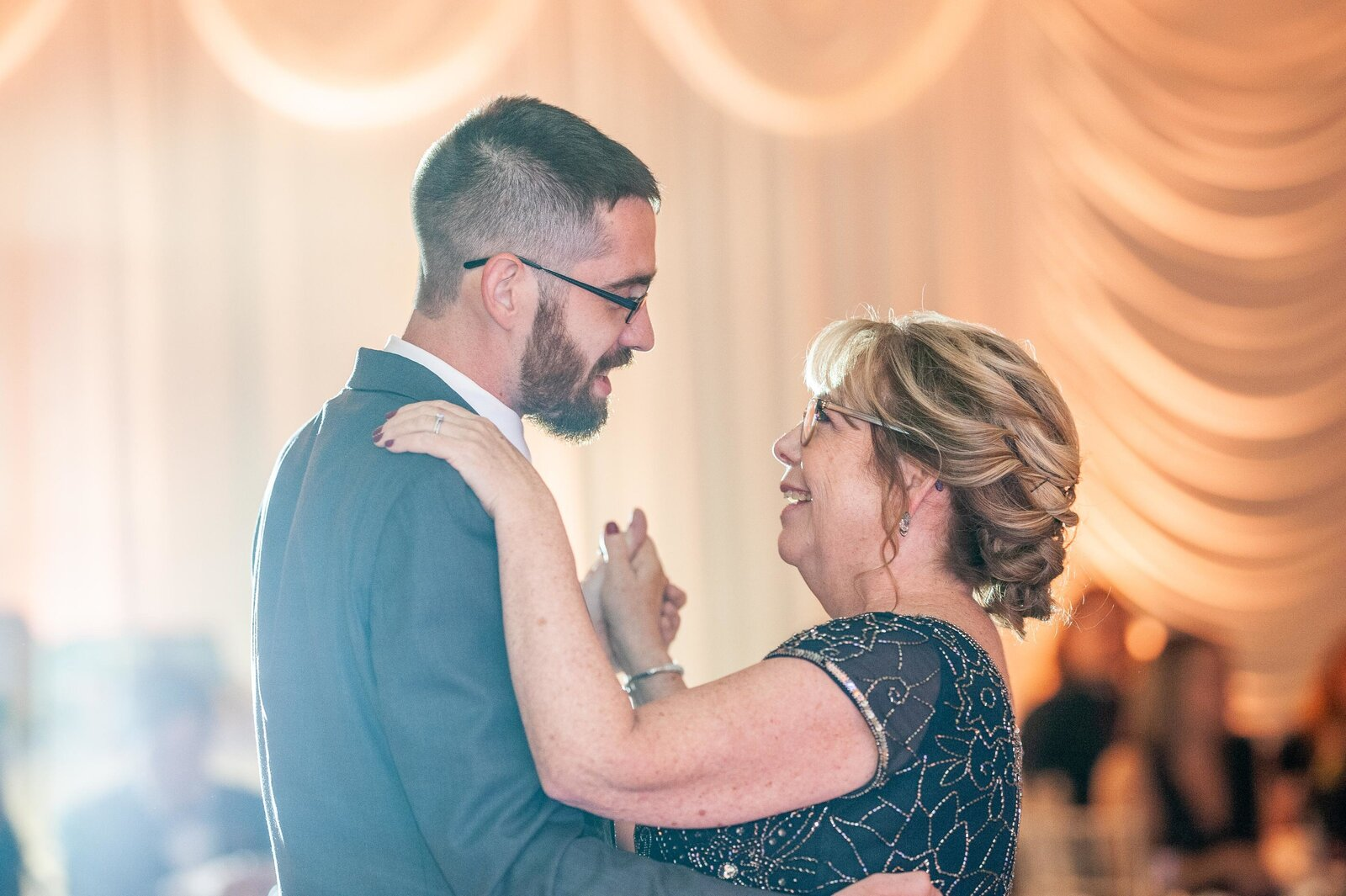 wedding-elgin-seville-reception-father-mother-dance