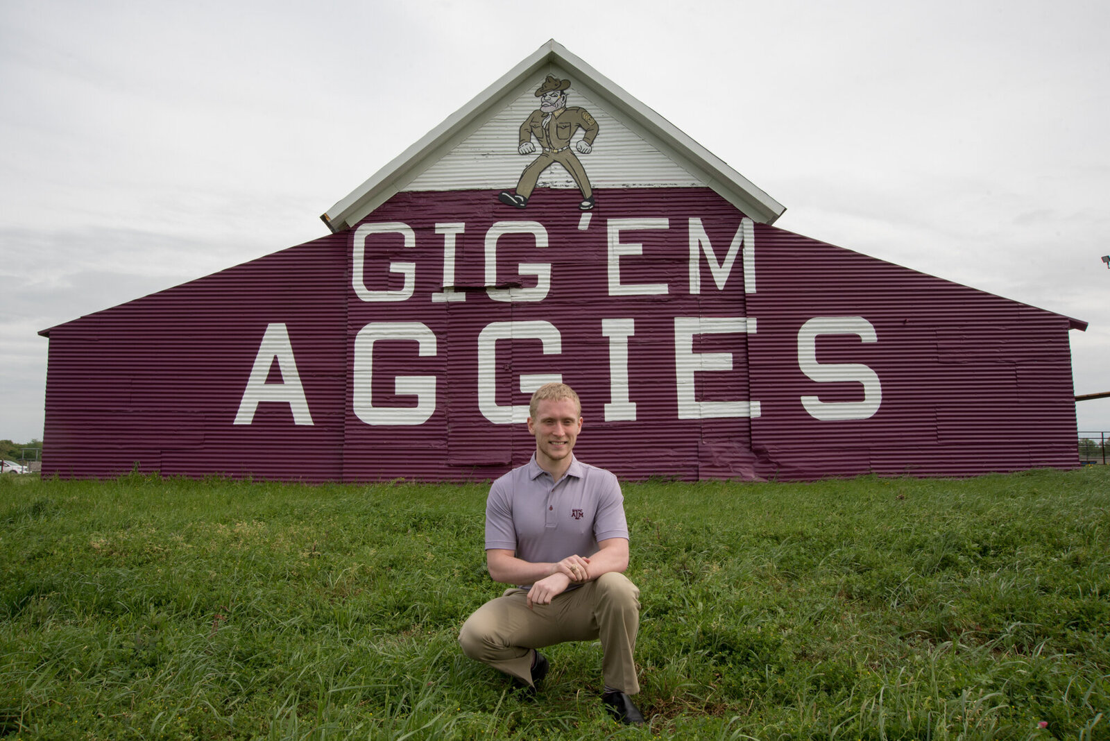 zach-graduation-aggie-barn_019