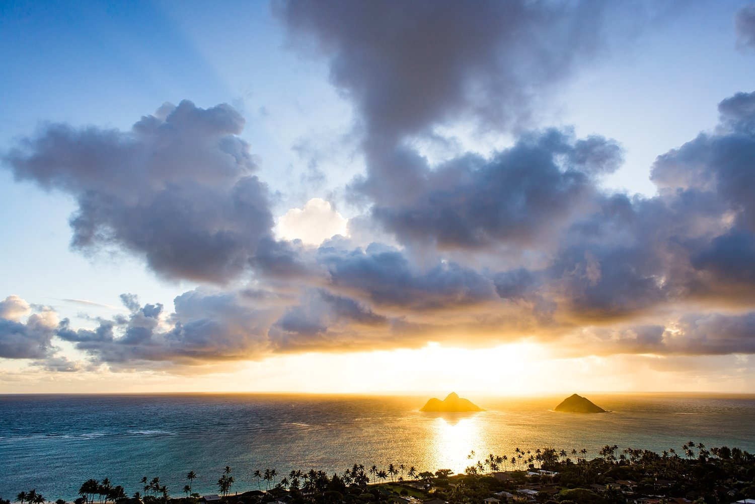 Sunrise over the Pacific ocean and the Na Mokulua twin islands of Oahu