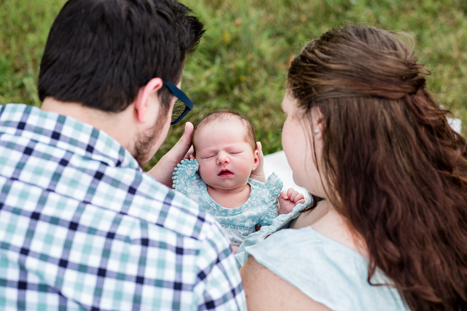 Outdoor-Newborn-Lifestyle-Photography-Session-Lexington-KY-Photographer-8