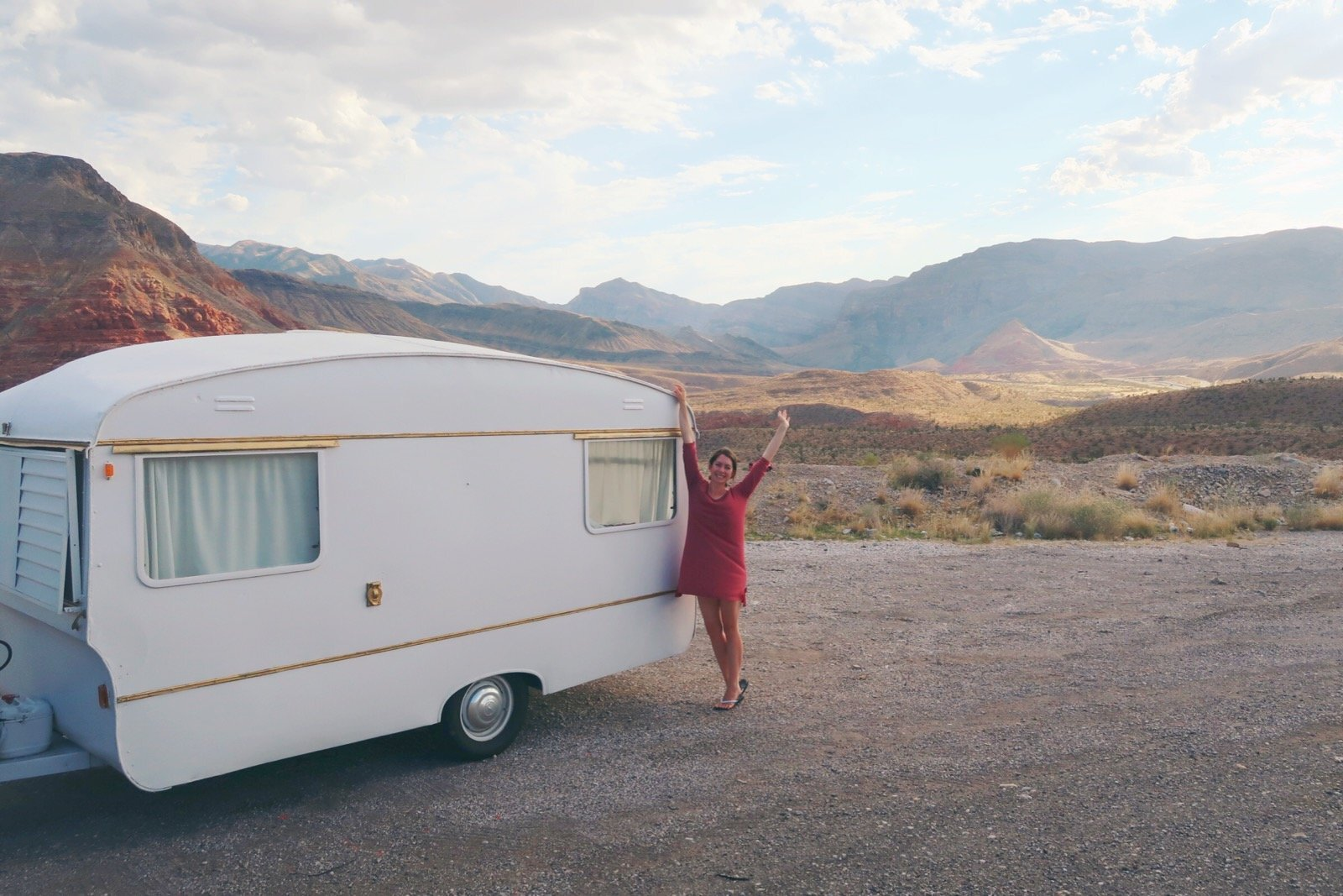vintage-camper-classic-white-gold-reno-inspirations-ideas-boho-gypsy-hippy-pearl-musician-singer-songwriter-interior35