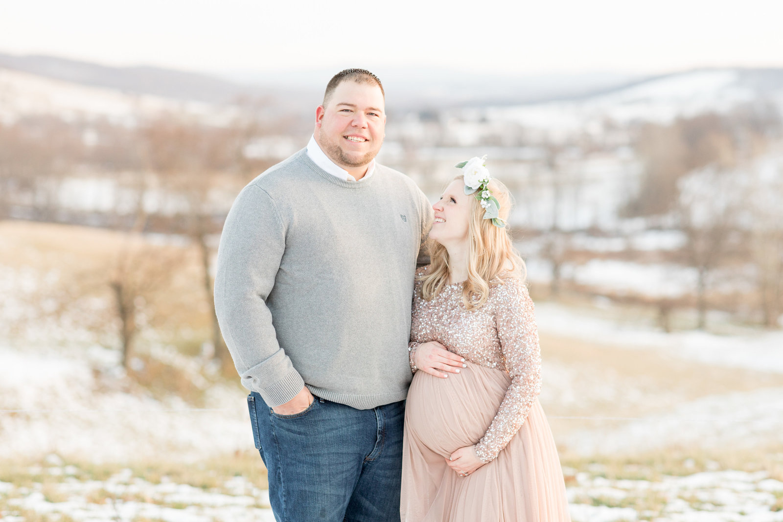 jess-dereck-snowy-winter-maternity-photo-session-012