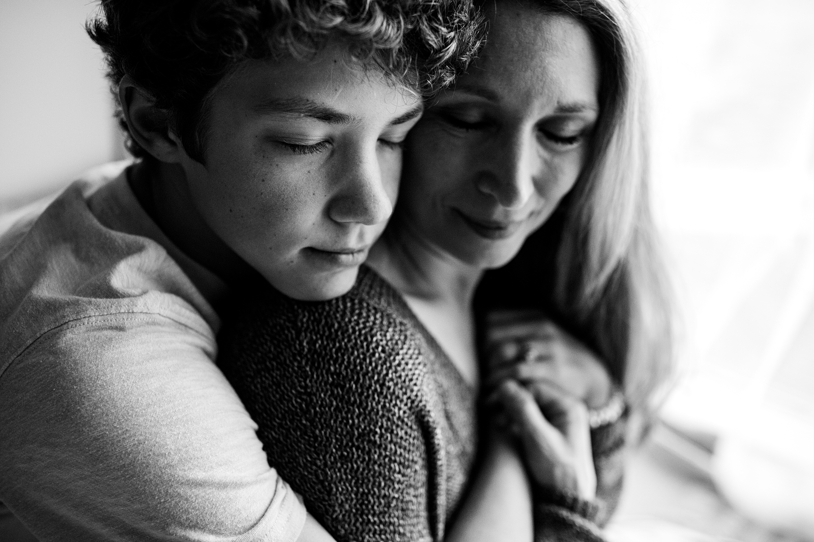 family photographer, columbus, ga, atlanta, wander years, teen son hugging mom, ker-fox photography_0570