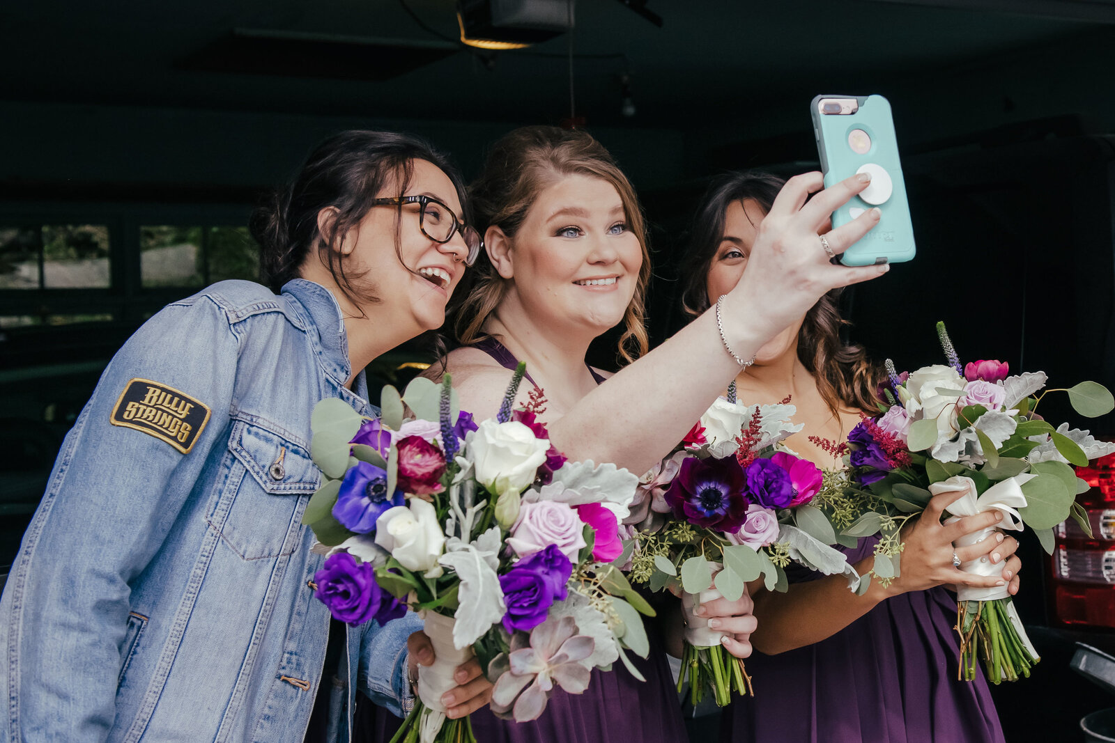 wedding-elgin-bridesmaids-selfie-candid