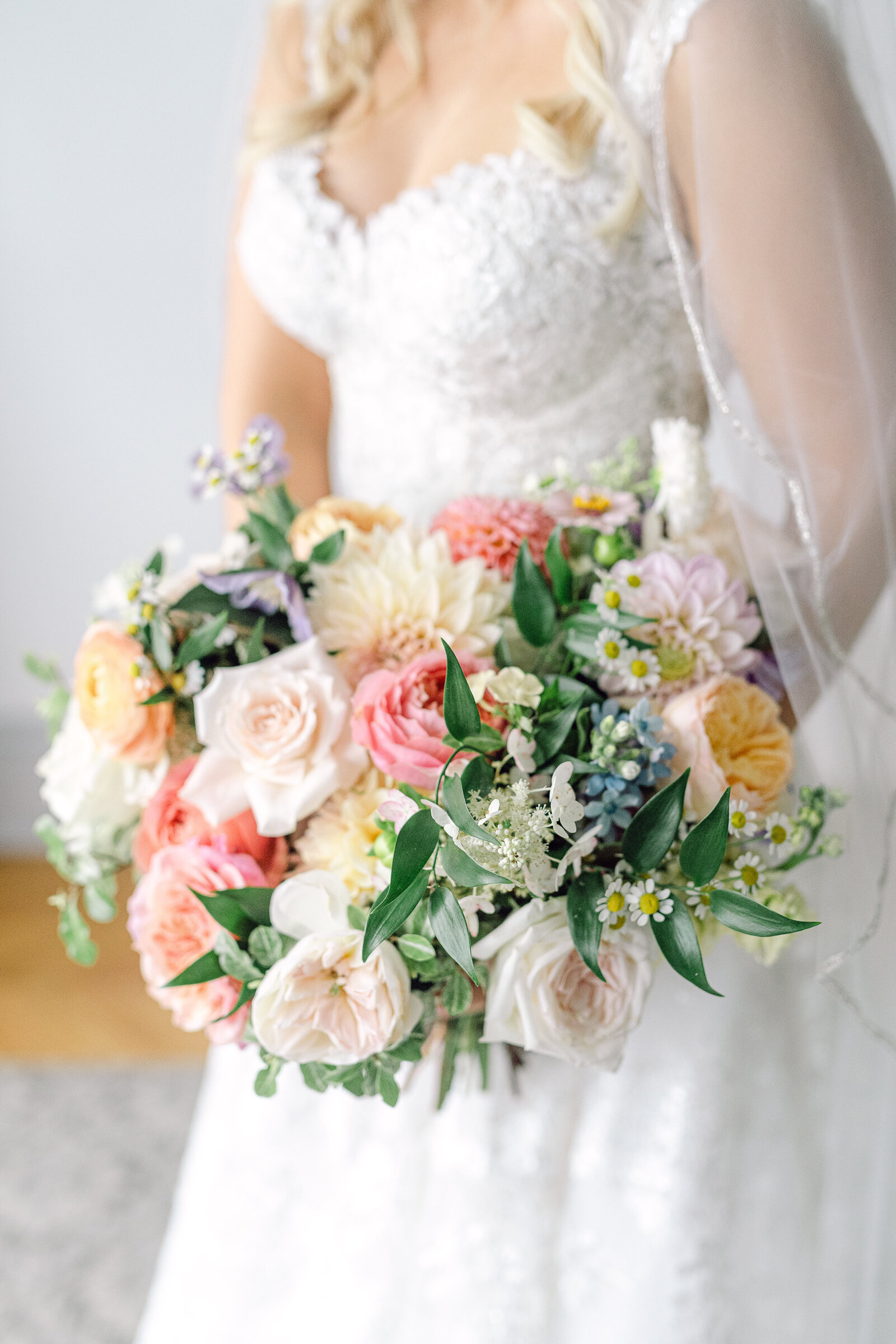 bride_colorful_garden_bouquet