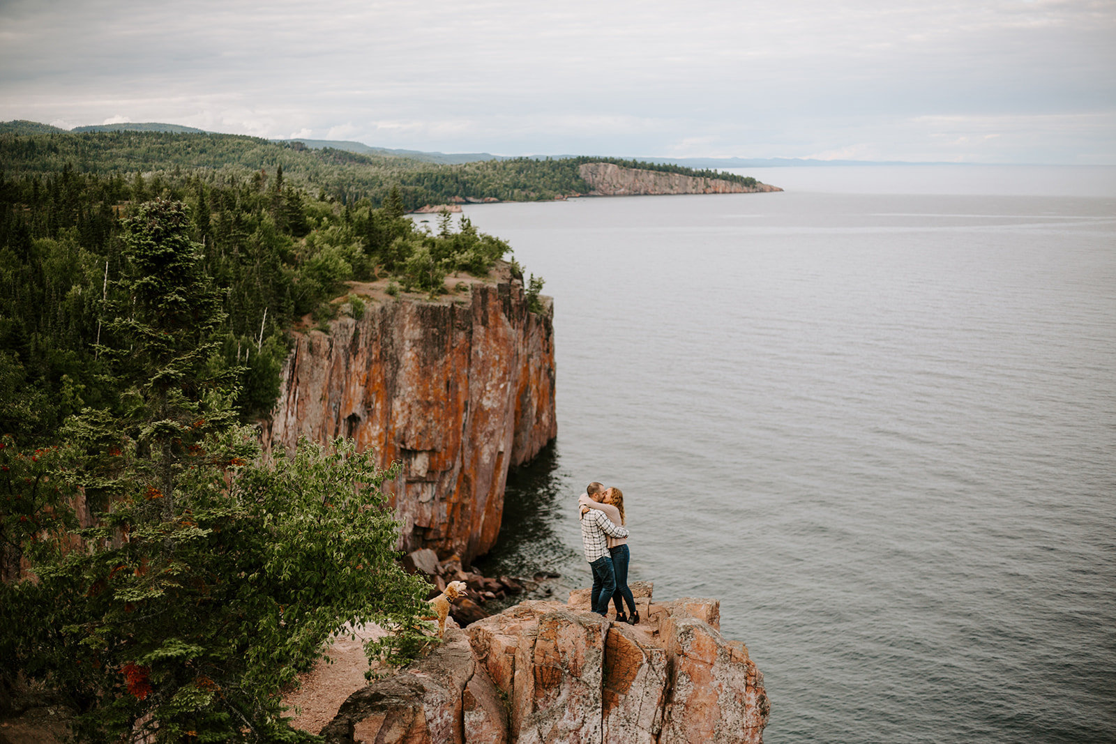 Couple kissing at Palaside head in North Shore during their MInnesota engagement session