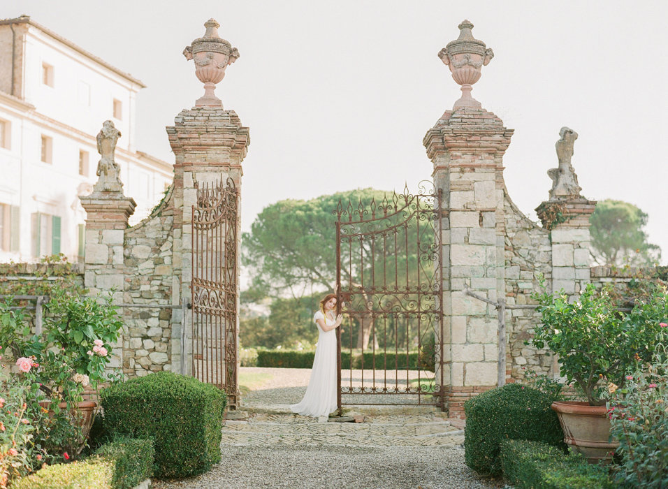 Molly-Carr-Photography-Paris-Film-Photographer-France-Wedding-Photographer-Europe-Destination-Wedding-Villa-Di-Geggiano-Siena-Tuscany-Italy-14