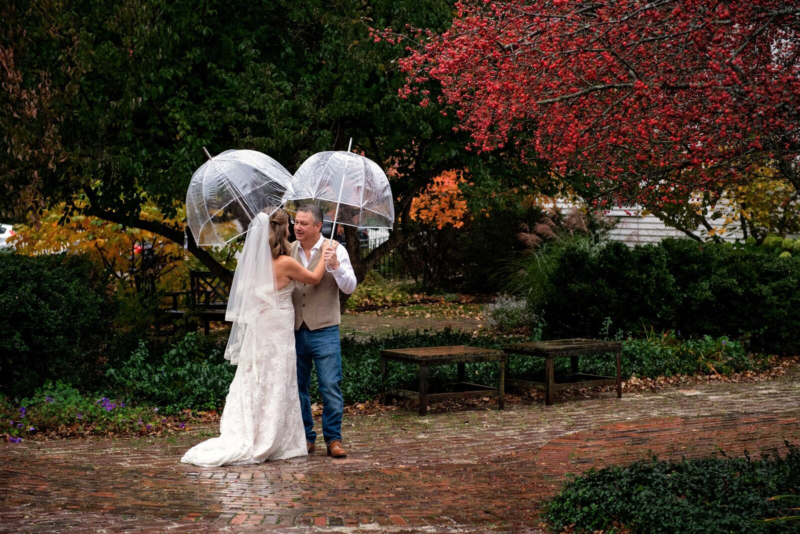 wedding-wayne-first-look-rain-church