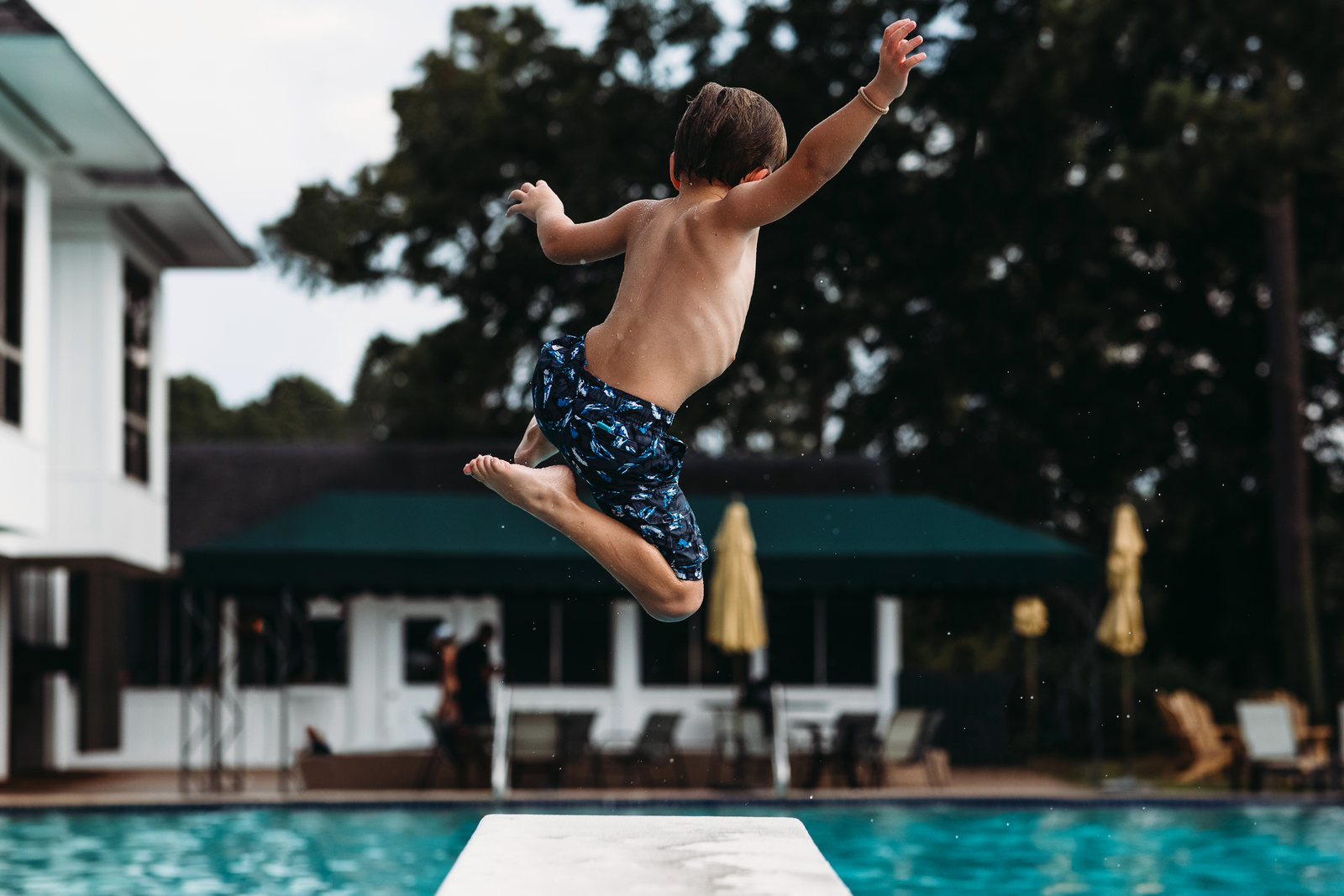 underwater photographer, columbus, ga, atlanta, boy jumping divingboard, pool, swimming, ker-fox photography 1