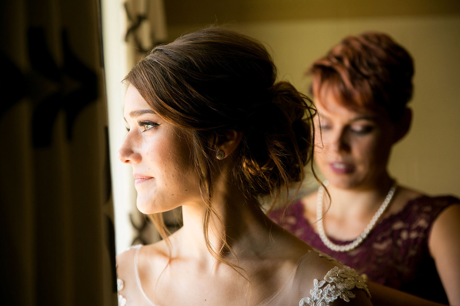 bride getting ready at carlton oaks