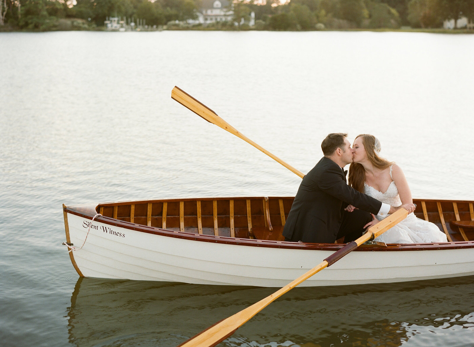 Pamela Barefoot, Atrendy, Warner Hall wedding, Virginia wedding, rowboat, wedding getaway