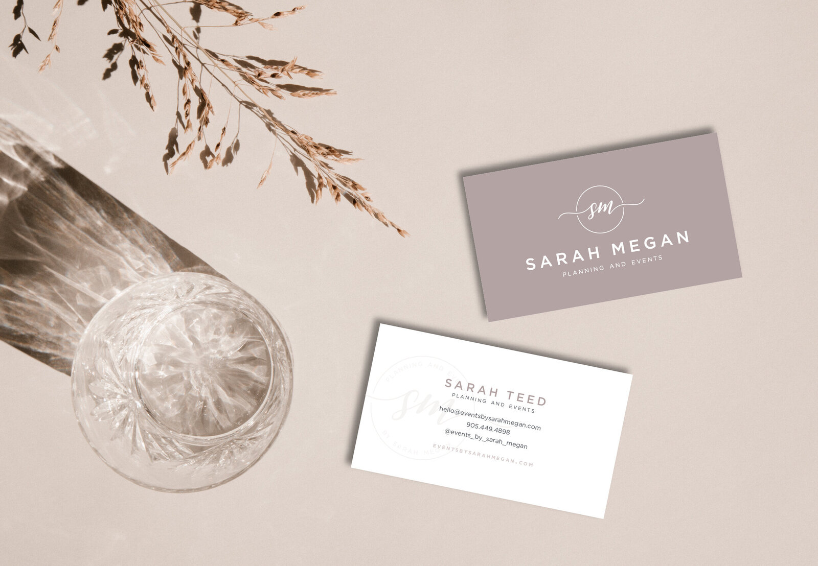 sarah-megan-businesscard-mockup-01