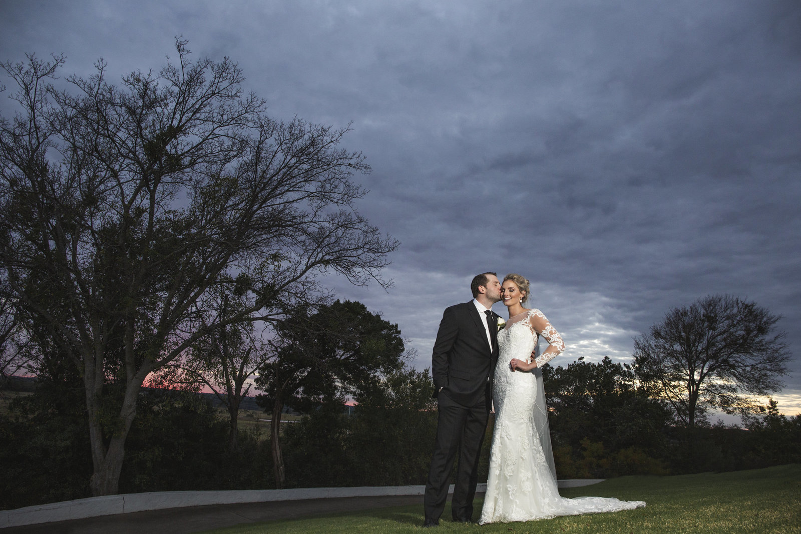 bride and groom sunset photo at pecan plantation granbury