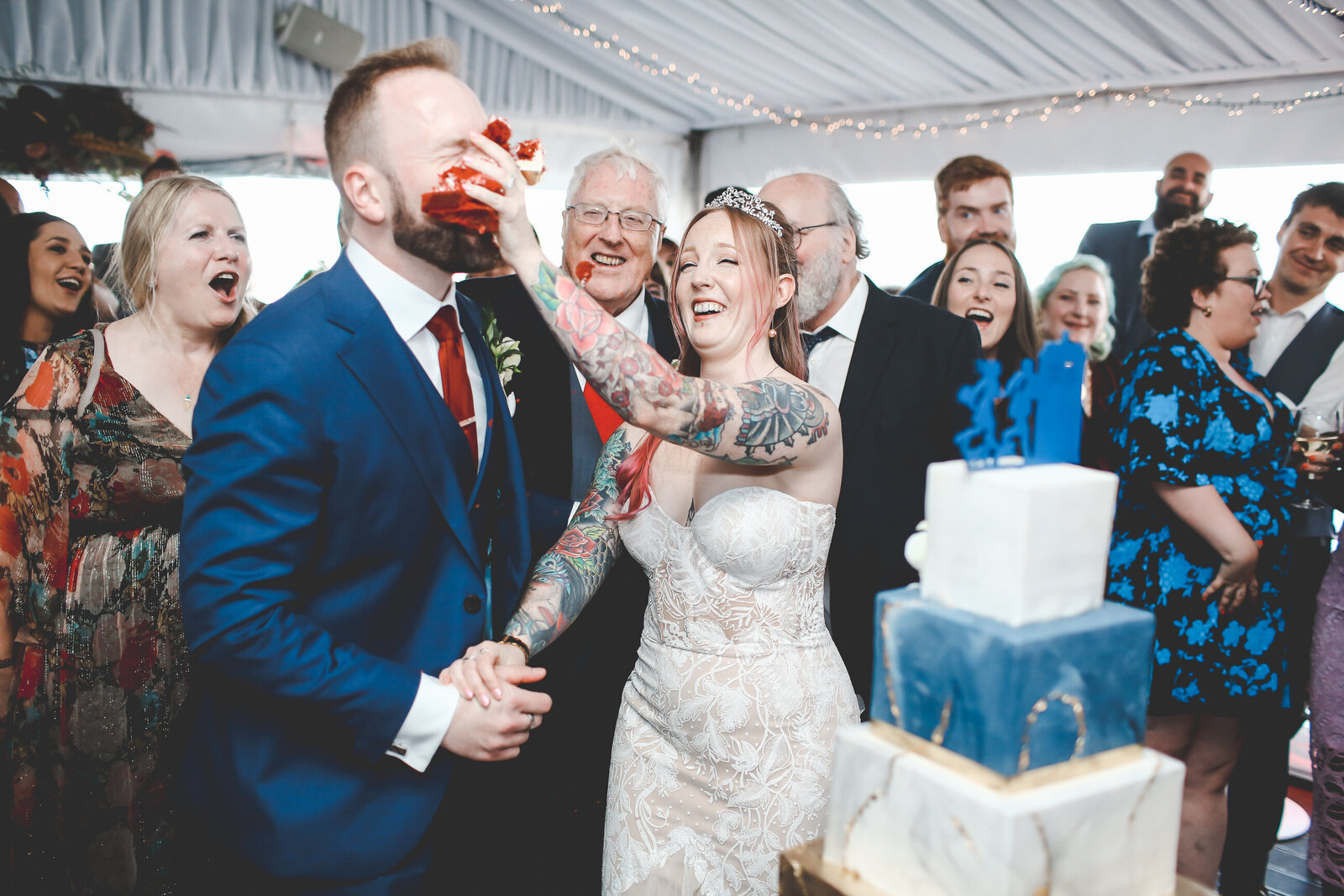 WP-BRIDE-AND-GROOM-CAKE-SMASH-IN-THE-FACE-LONDON-WEDDING_0020