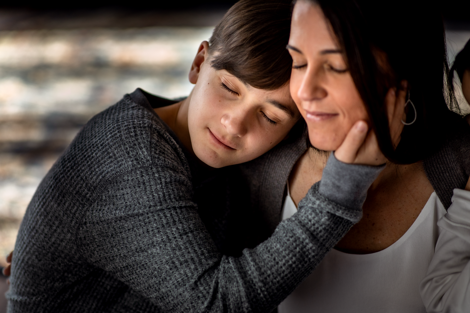 family photographer, columbus, ga, atlanta, wander years, teen son hugging mom, hand on face, ker-fox photography_0819