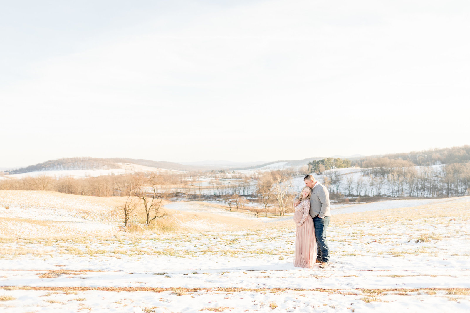 jess-dereck-snowy-winter-maternity-photo-session-014