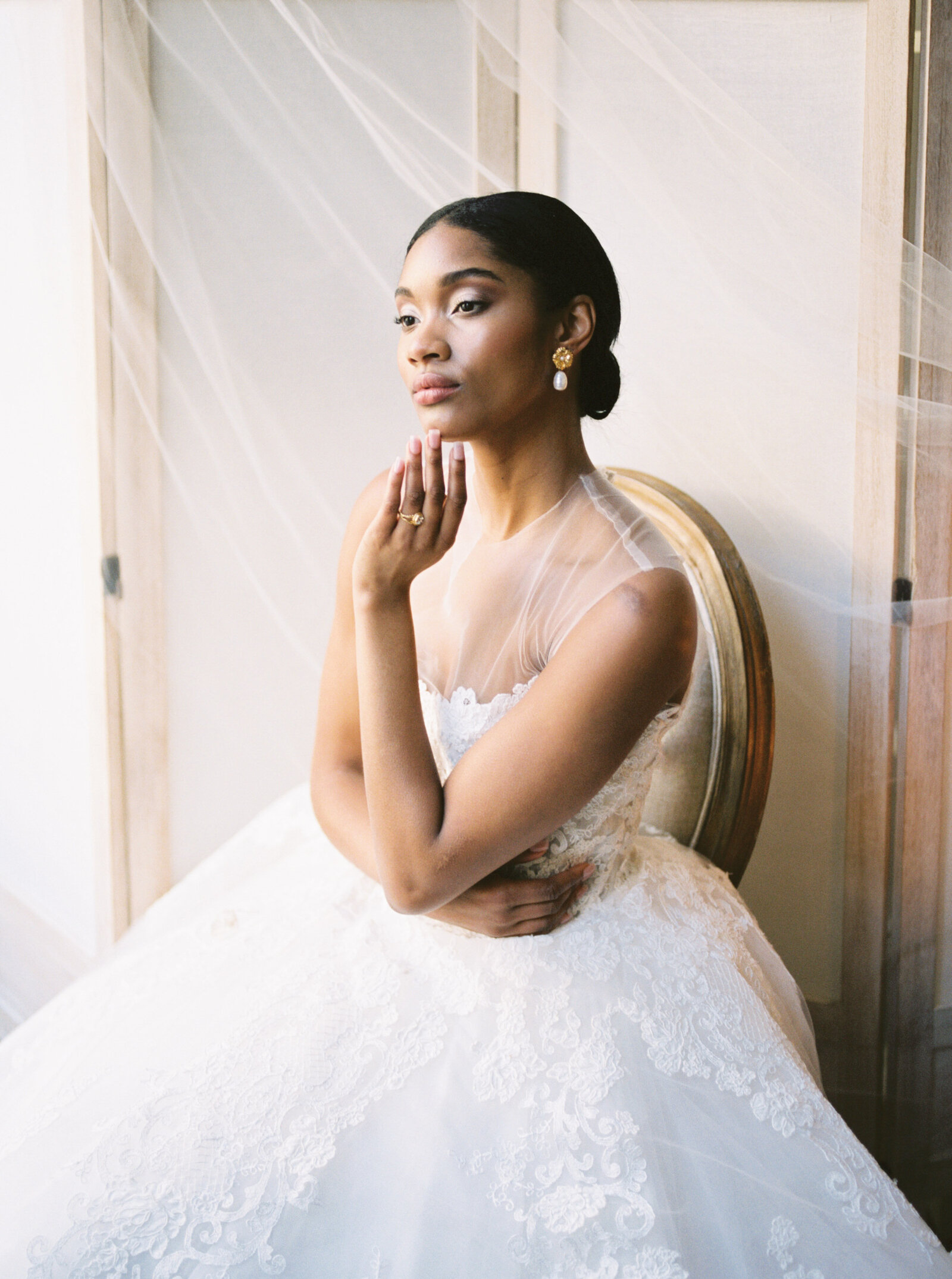 Fine art bridal editorial with Reem Acra gown in New York City by Liz Andolina Photography-17