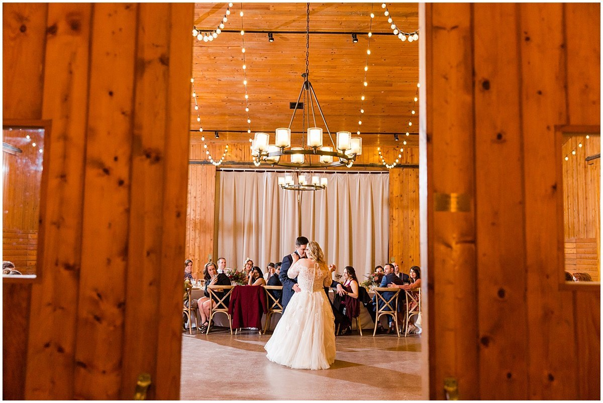 Lauren-Kearns-Photo-Barn-at-liberty-farms-wedding_0117