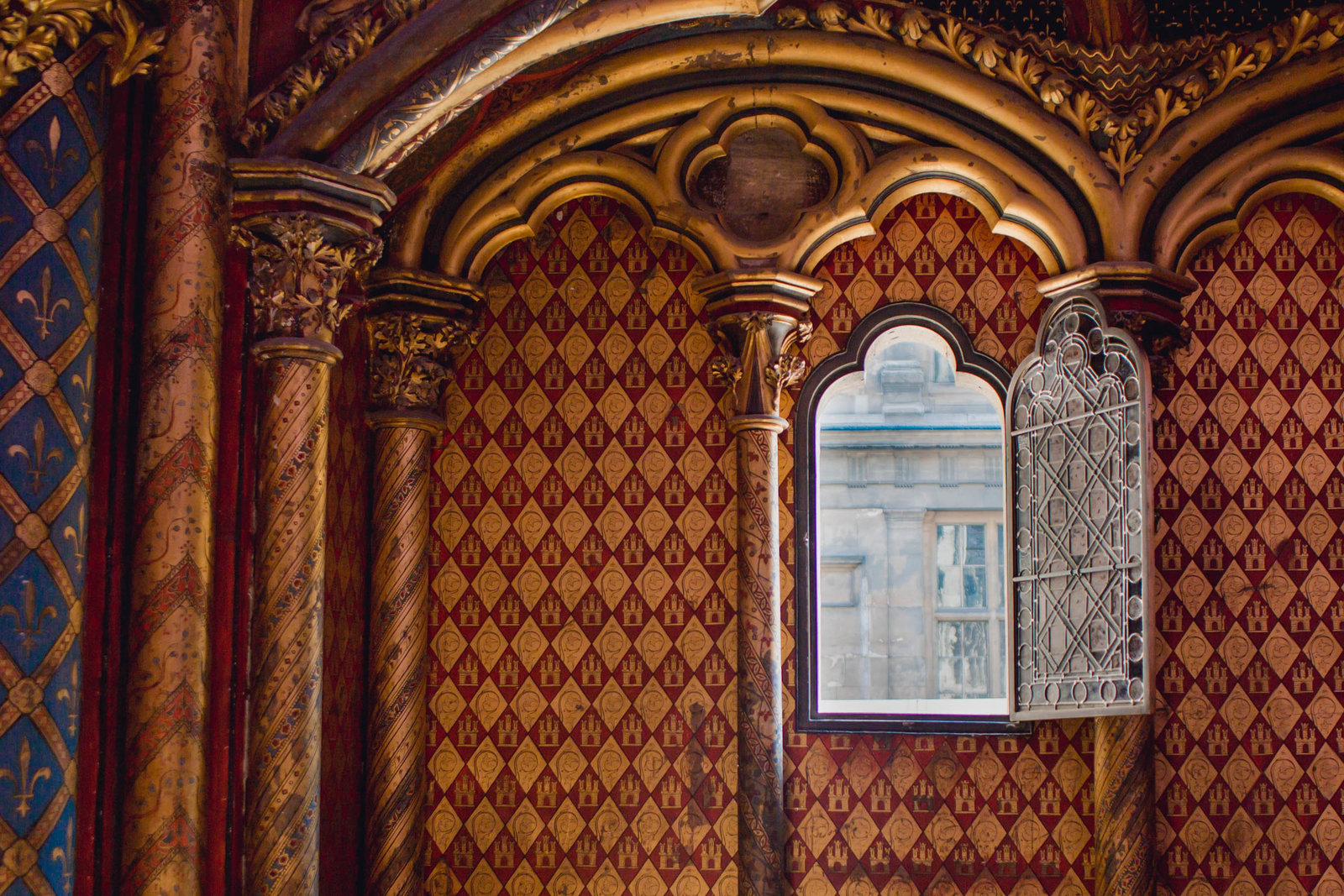 window-royal-chapel-chapelle-paris-france-travel-destination-wedding-kate-timbers-photography-1950