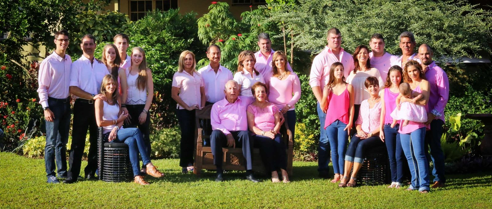 Large family shot. Photo by Ross Photography, Trinidad, W.I..