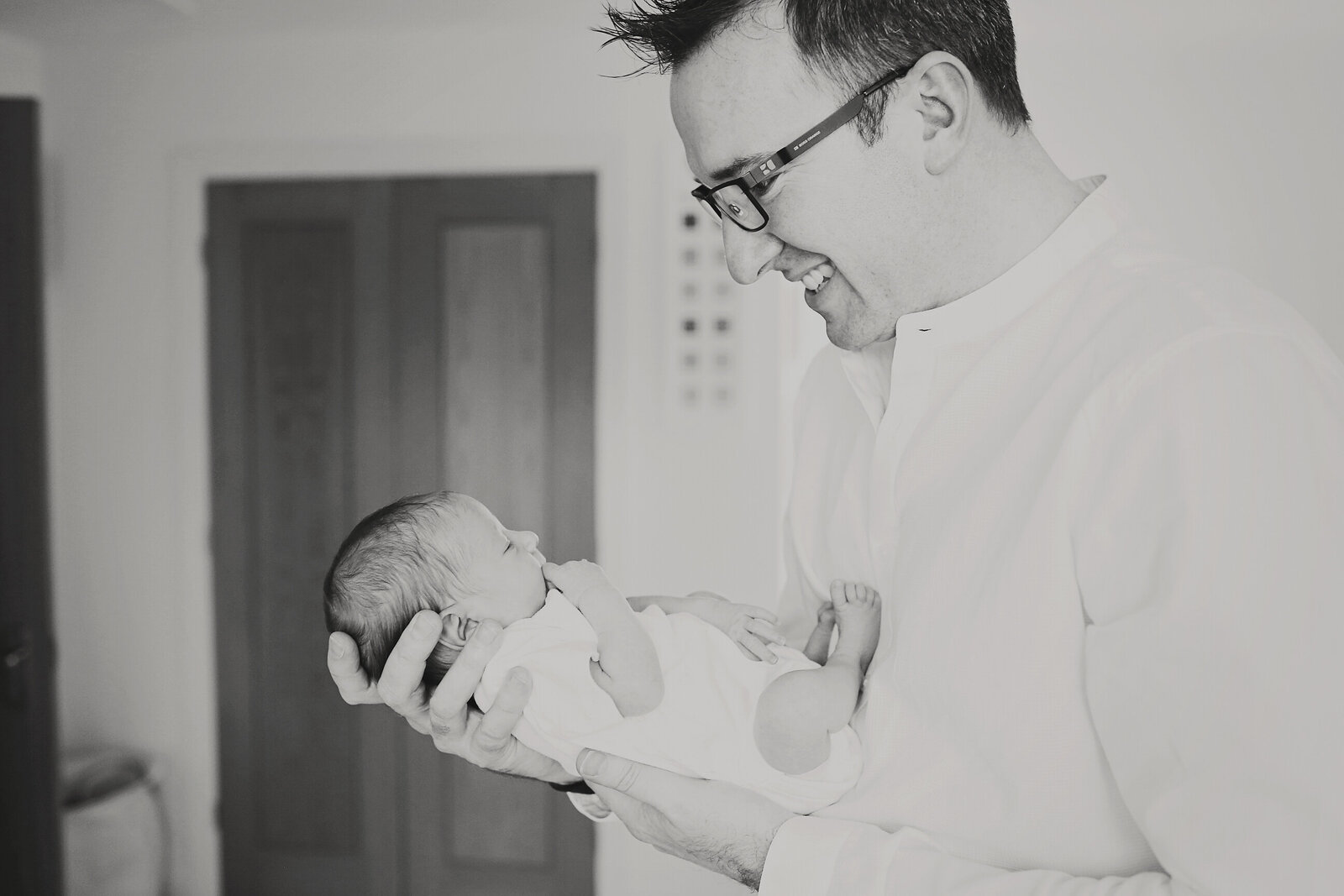 NB-EXTRA-NEWBORN-WITH-DAD-0026