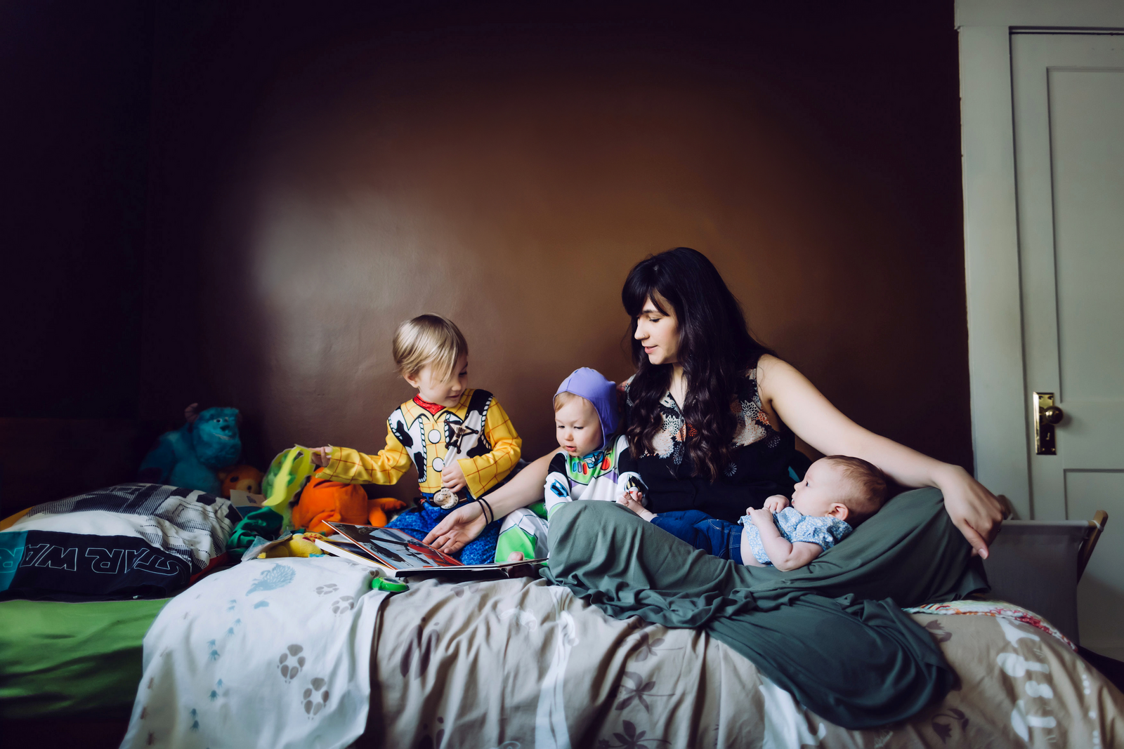 family photographer, columbus, ga, atlanta, documentary, photojournalism, reading bedtime stories_1047
