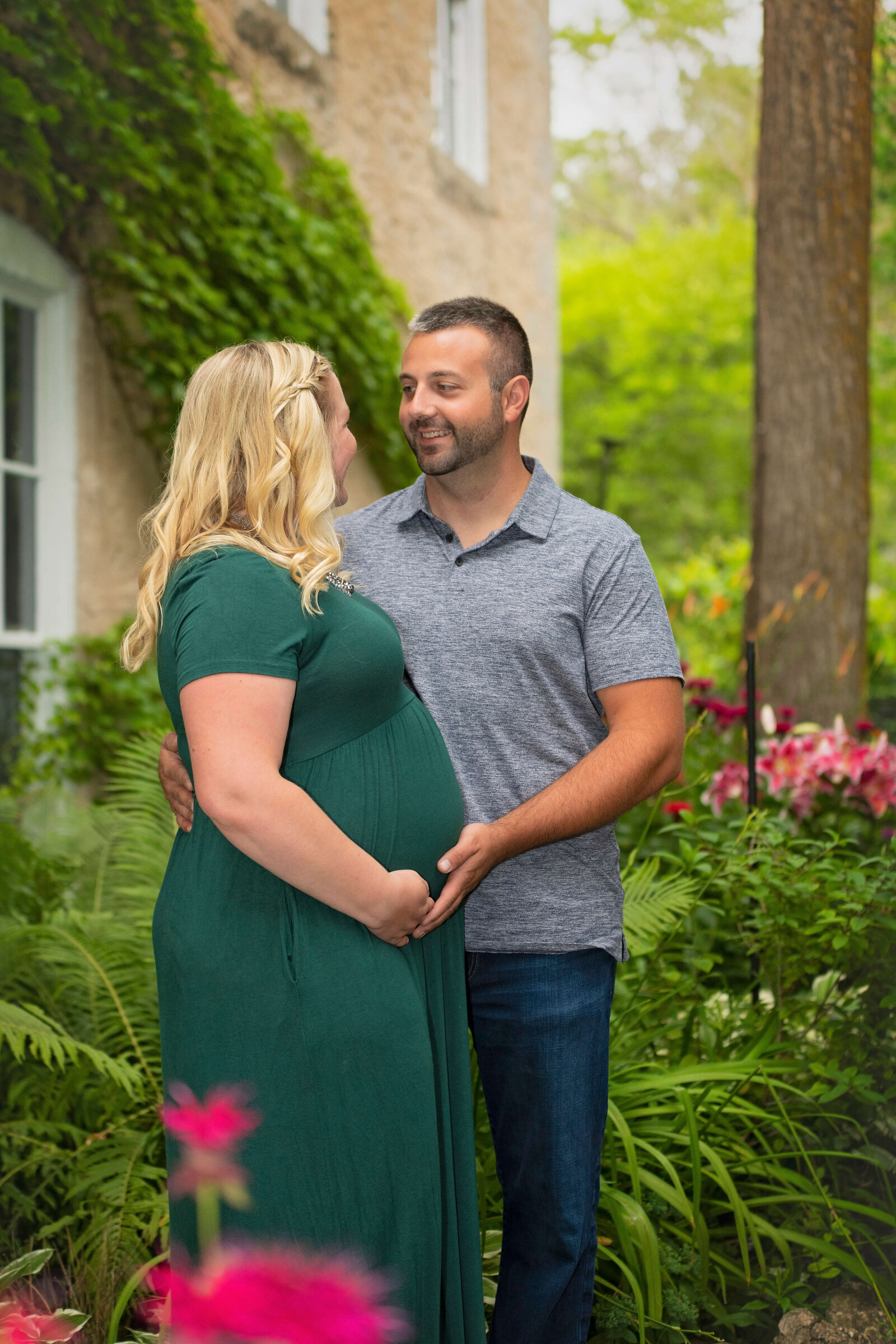 Maternity-Photo-Downtown-Cedarburg-Wisconsin-50