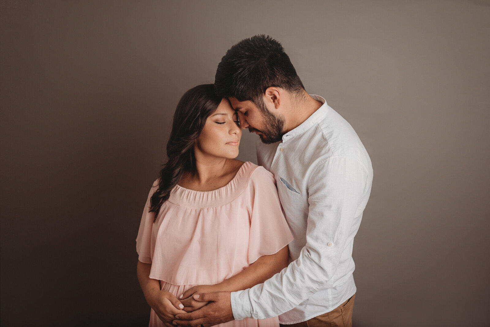 Marietta, GA maternity and newborn photographer Casey McMinn Photography. Atlanta, GA maternity photography