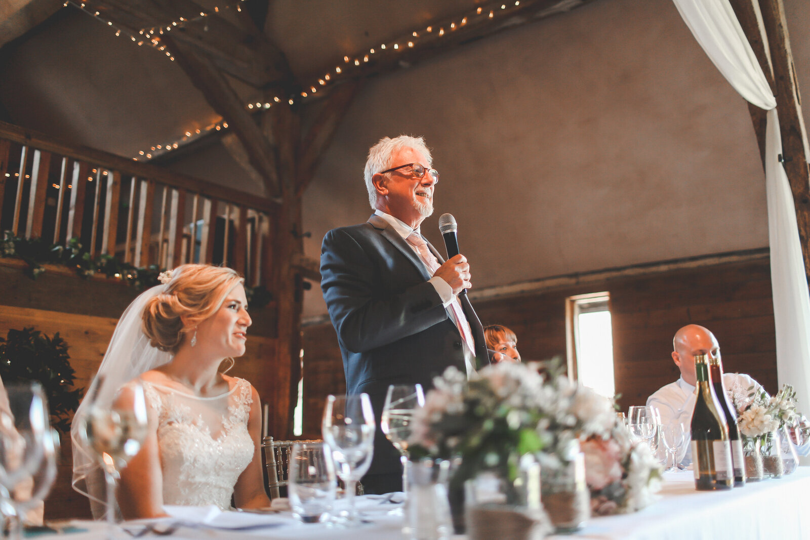 LAINS-BARN-WEDDING-PHOTOGRAPHER-FUN-REALXED-0049