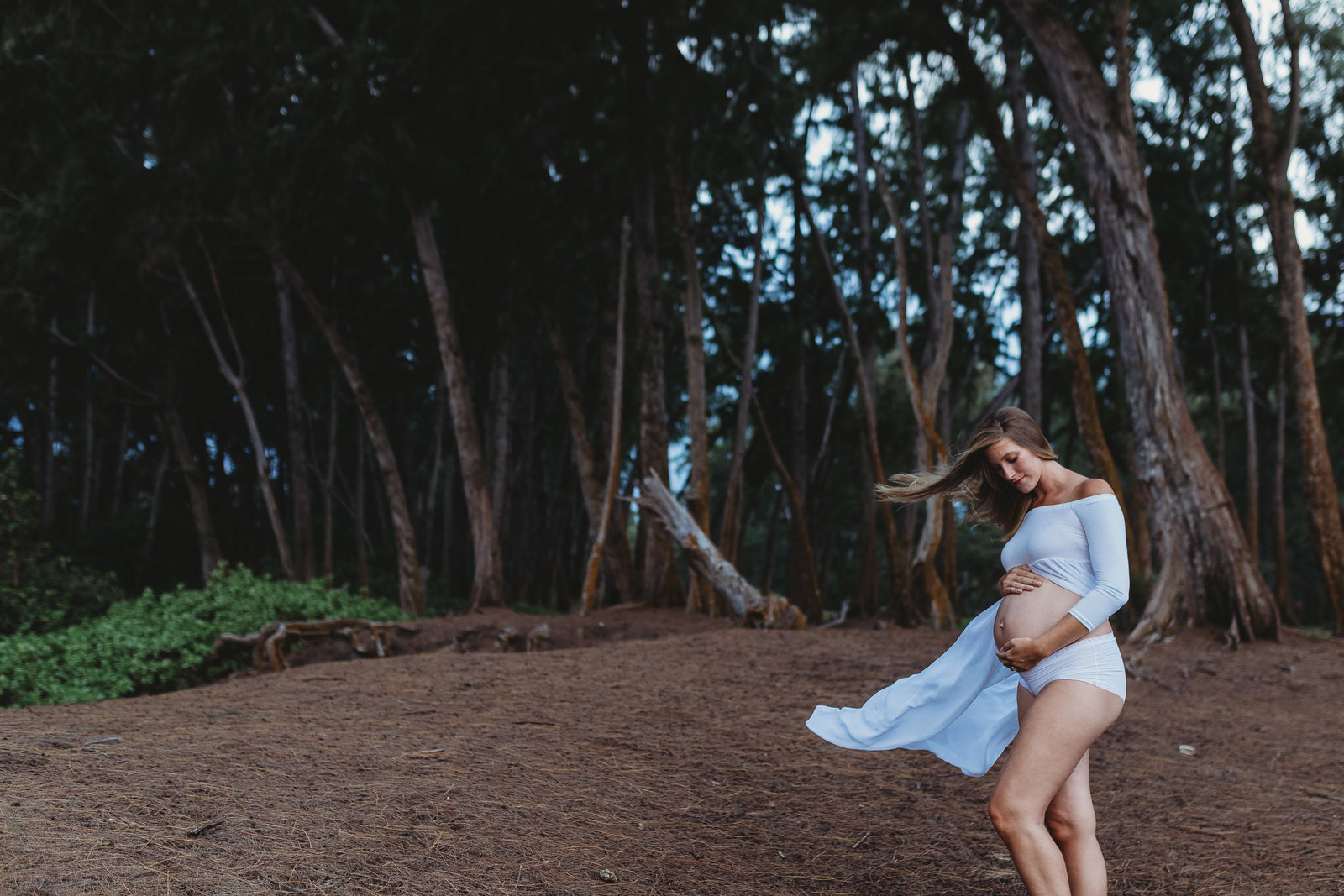 Maternity Photography Shoot - Pregnant Girl on Beach - Honolulu, Oahu, Hawaii - Brooke Flanagan Maternity Photographer