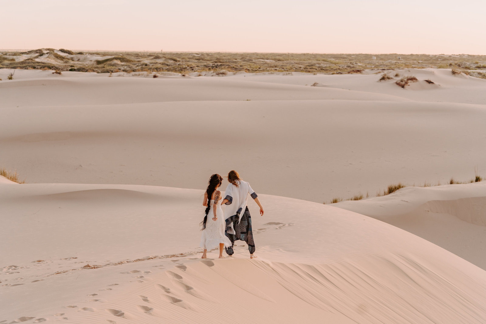 morocco-desert-elopement-adventurous-sand-dunes-monahans-sydney-and-ryan-photography-35
